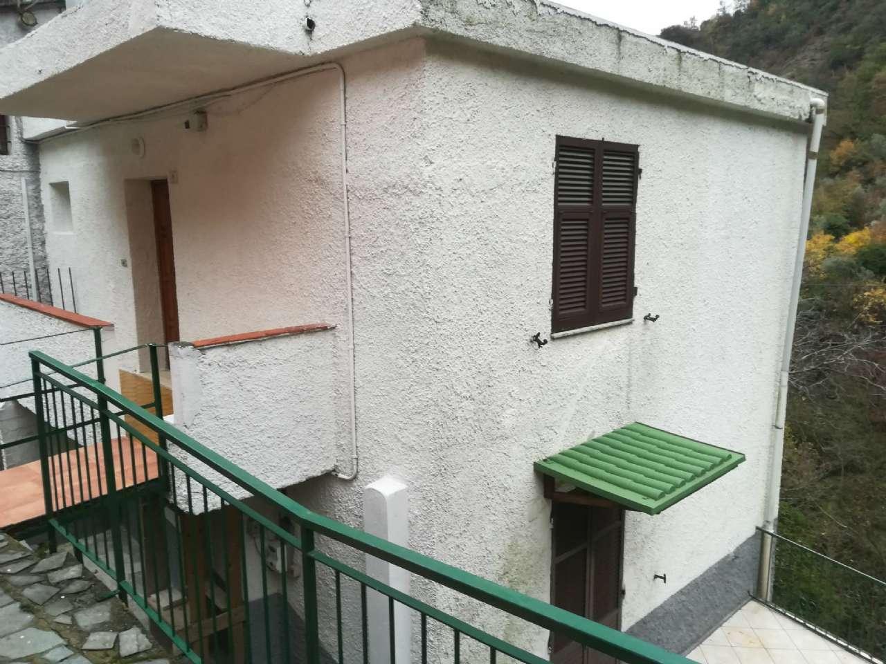 Soluzione Semindipendente in affitto a Avegno, 6 locali, prezzo € 500 | CambioCasa.it