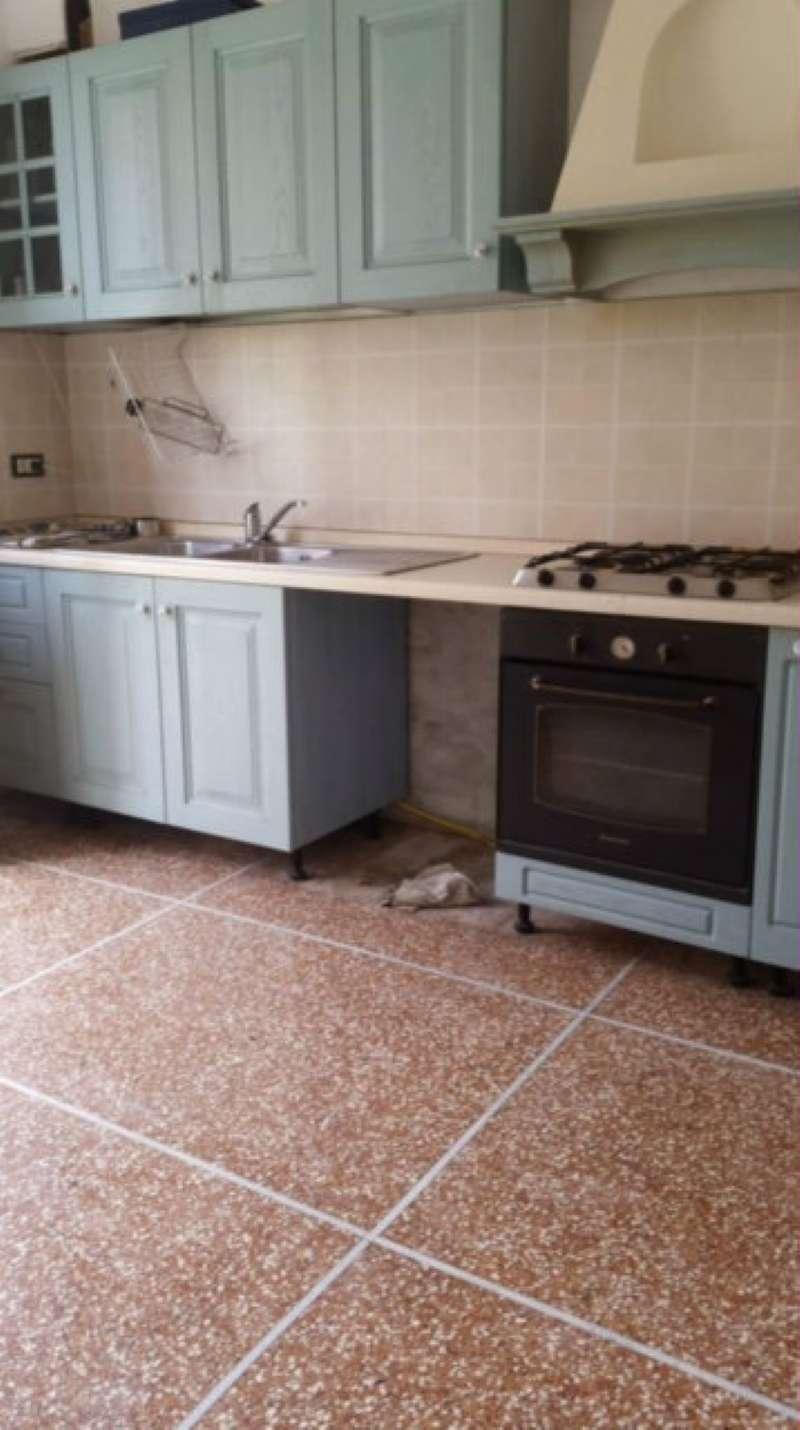 Appartamento in discrete condizioni in vendita Rif. 7270677