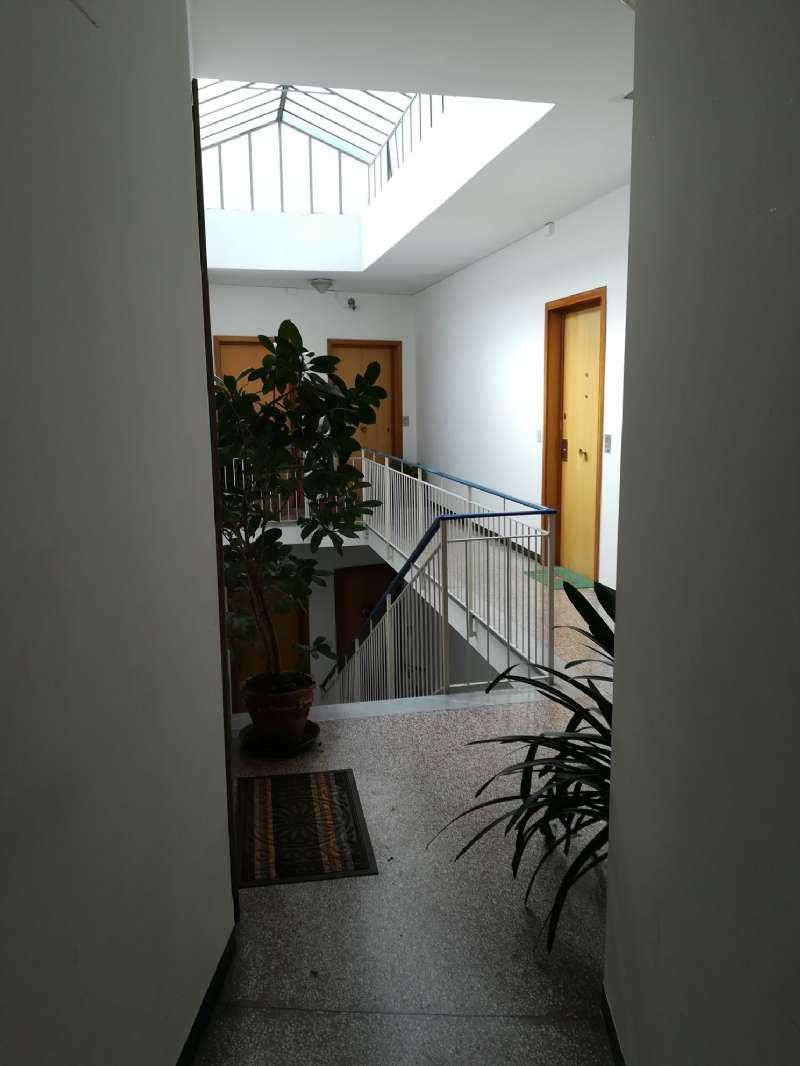 Appartamento in vendita a Recco, 5 locali, prezzo € 105.000 | CambioCasa.it