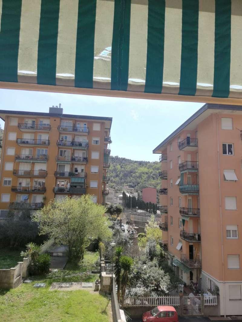 Appartamento in vendita a Recco, 6 locali, prezzo € 210.000 | CambioCasa.it