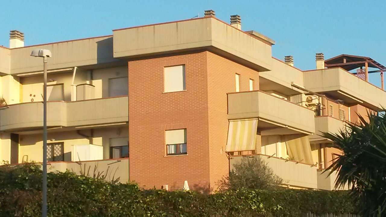 Appartamento in buone condizioni in affitto Rif. 6922457