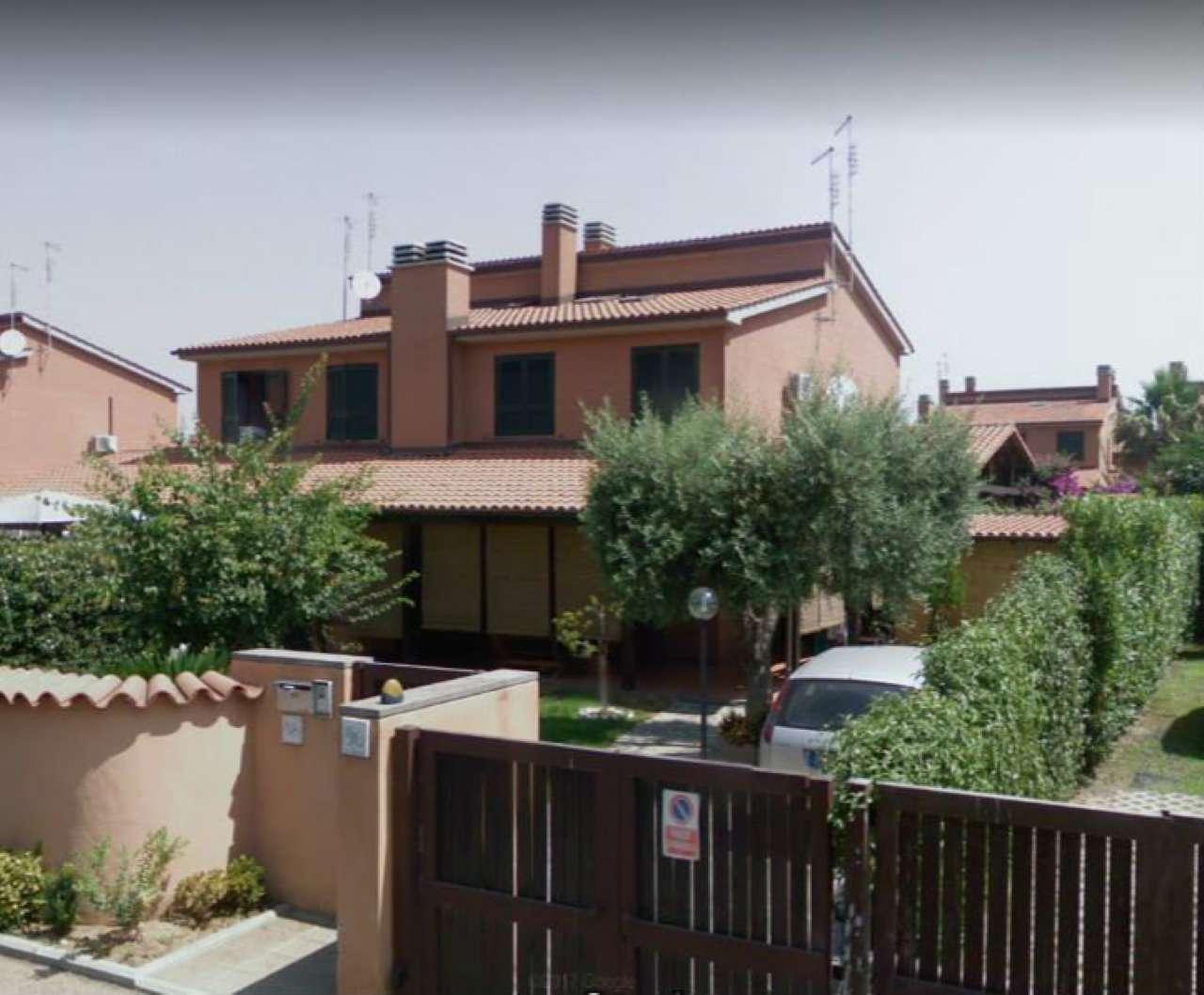 Villetta a schiera in buone condizioni in vendita Rif. 8939097