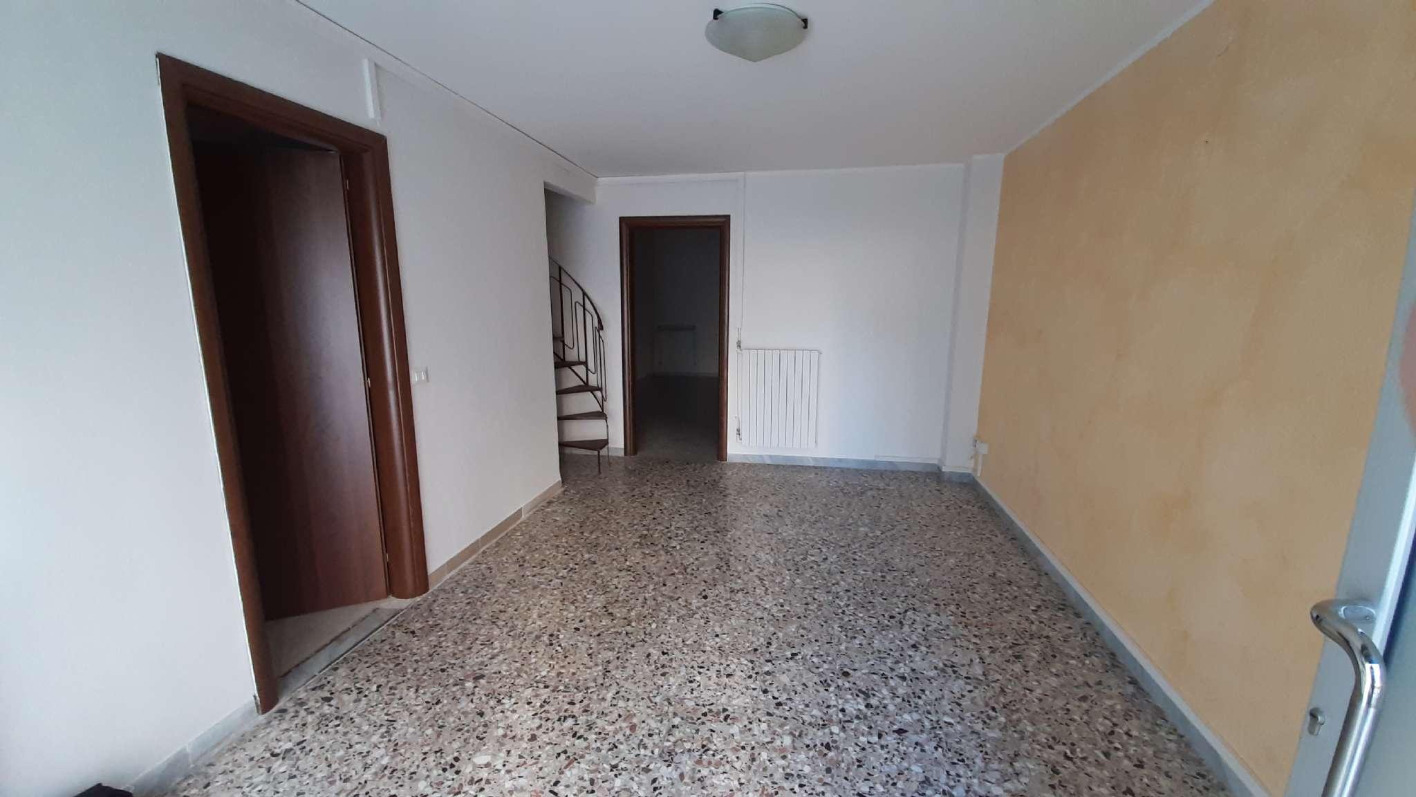 Appartamento in affitto a Andria, 2 locali, prezzo € 320   CambioCasa.it