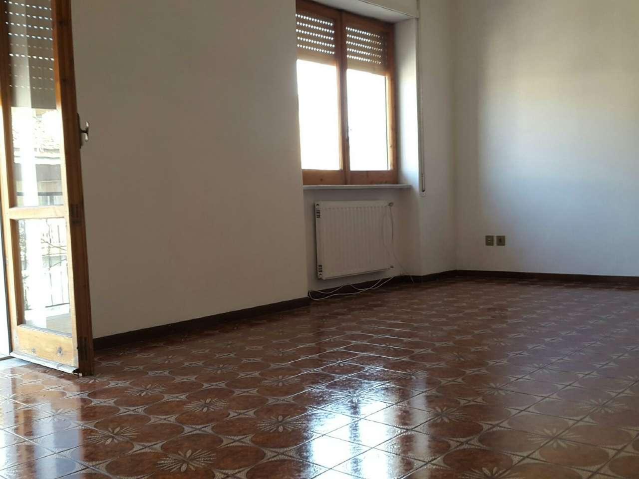 Appartamento in buone condizioni in affitto Rif. 5232794
