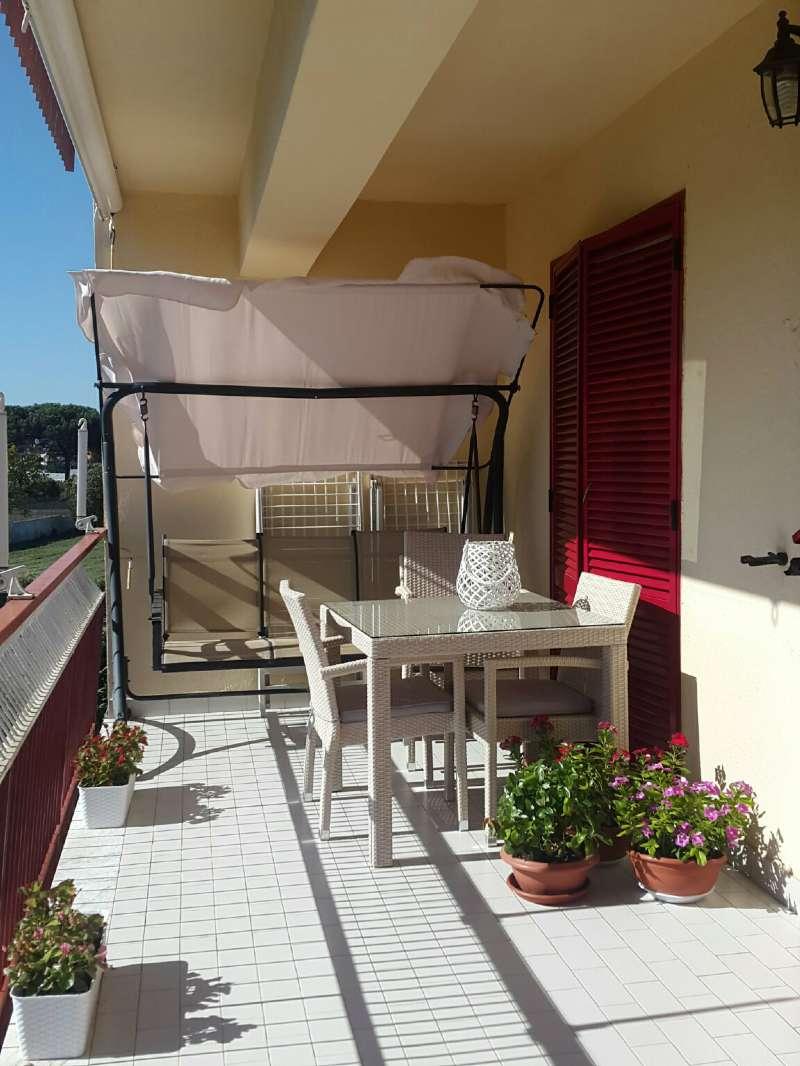 Appartamento in buone condizioni in vendita Rif. 8048896