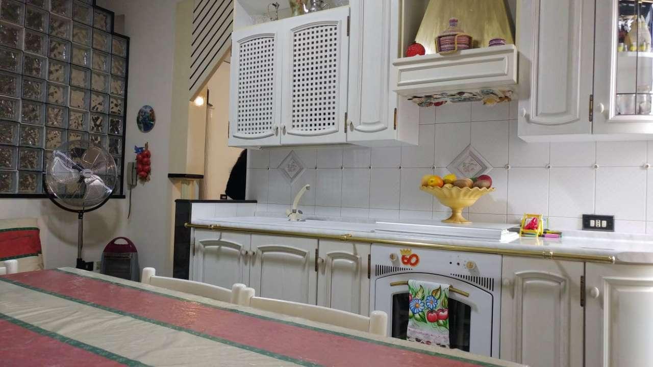 Appartamento in buone condizioni parzialmente arredato in affitto Rif. 8806184