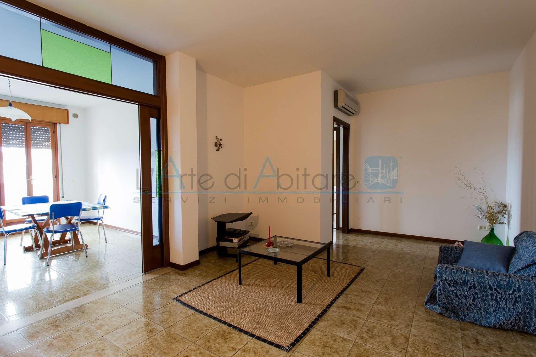 Appartamento in buone condizioni parzialmente arredato in vendita Rif. 7005255