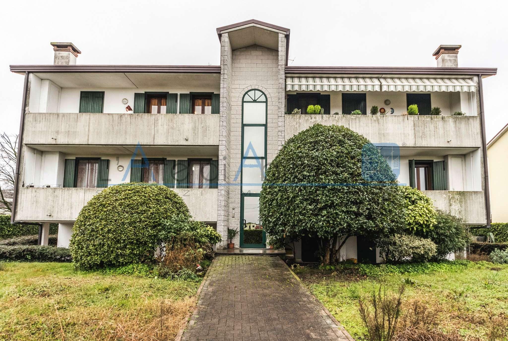 Appartamento in buone condizioni parzialmente arredato in vendita Rif. 6922466