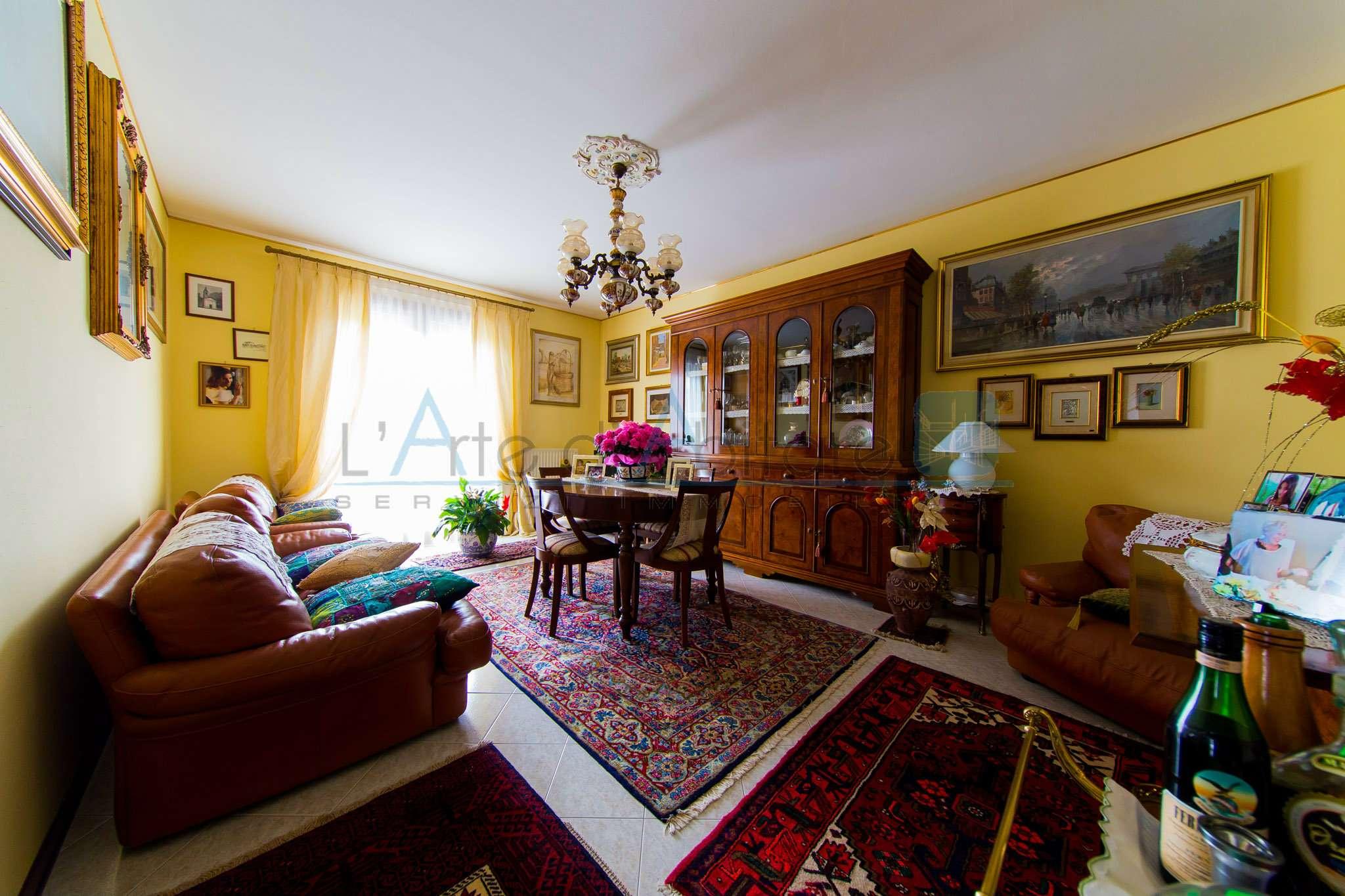 Appartamento in ottime condizioni in vendita Rif. 7033141