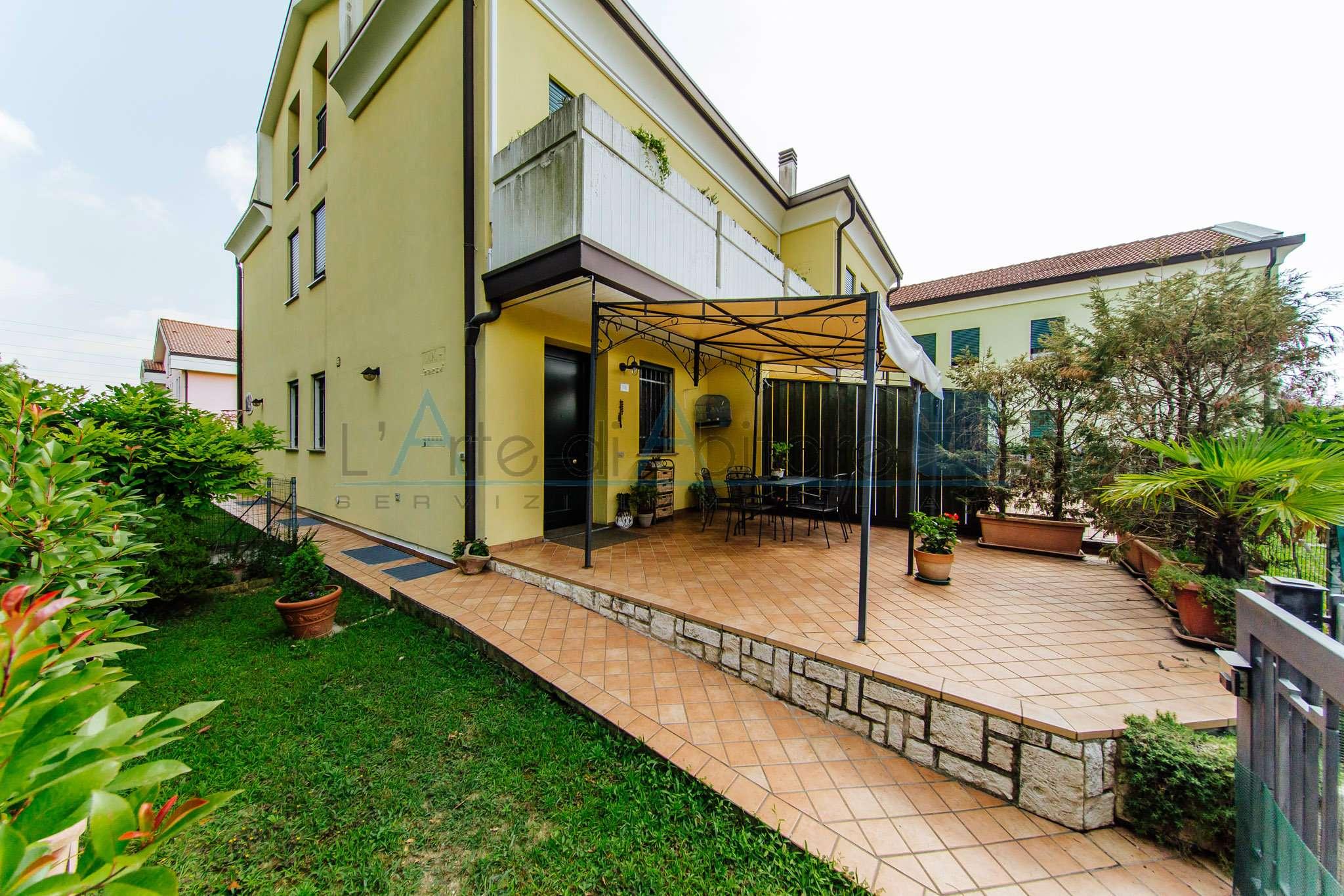 Appartamento in buone condizioni in vendita Rif. 7452466