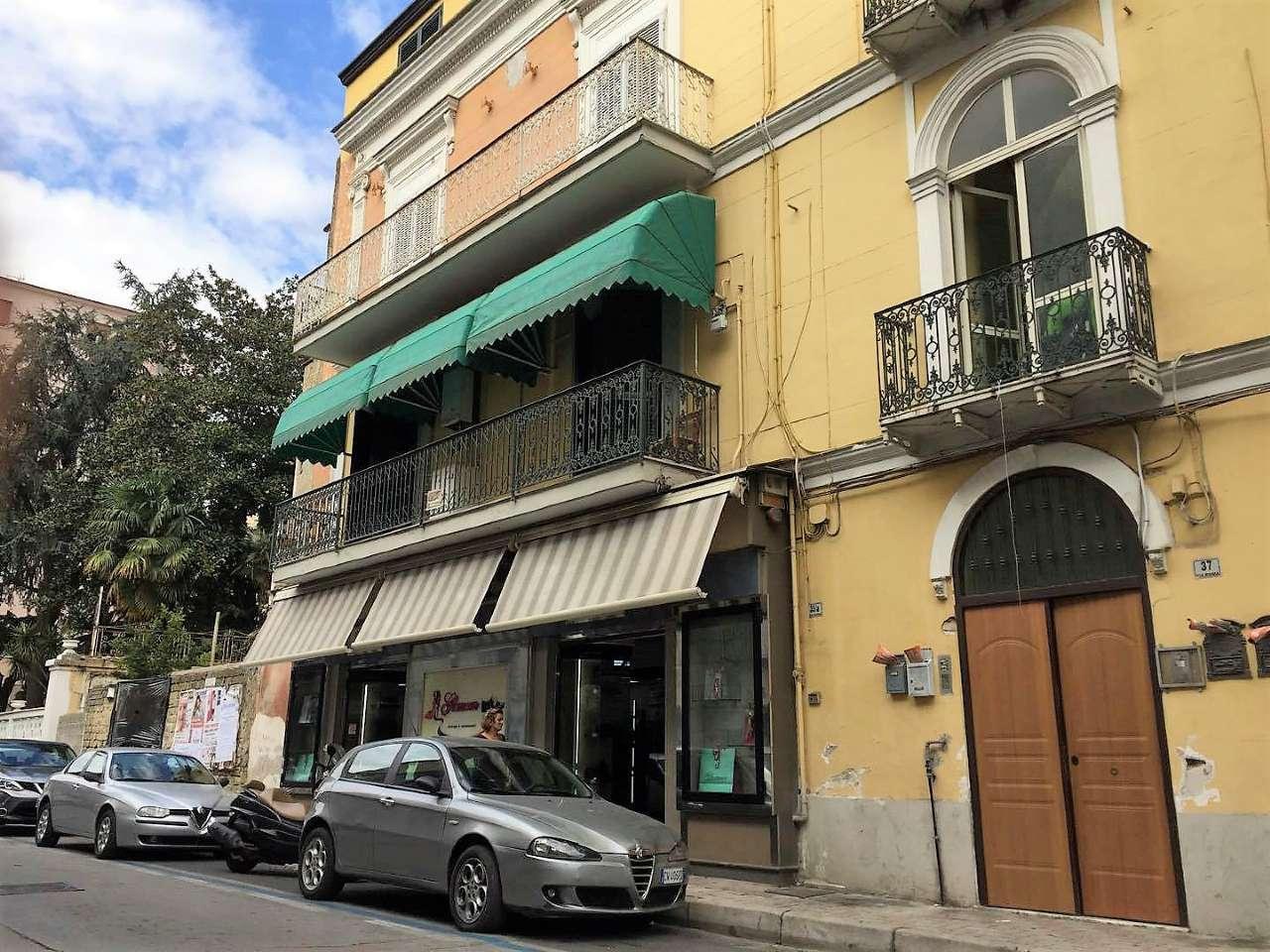 Appartamento in discrete condizioni in vendita Rif. 5233809