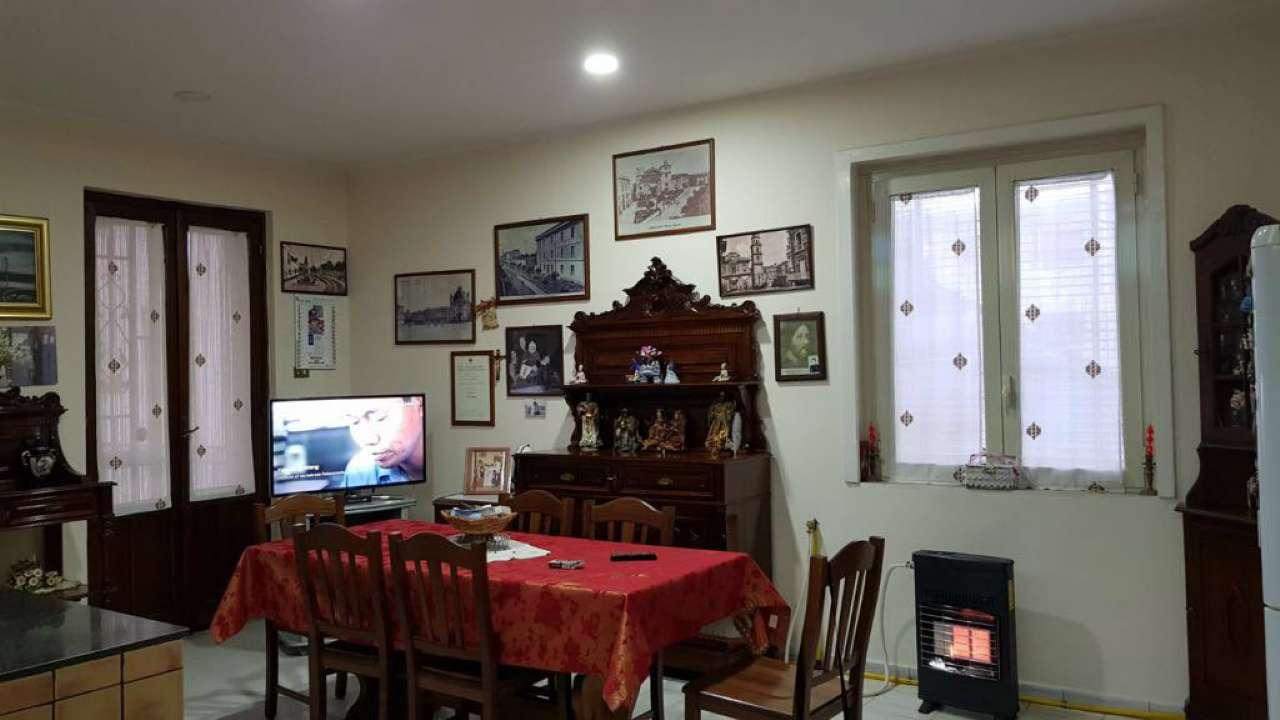 Appartamento in buone condizioni in vendita Rif. 5932647