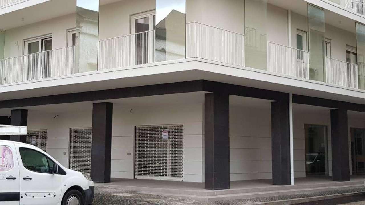 Negozio / Locale in affitto a Frattamaggiore, 1 locali, prezzo € 940 | CambioCasa.it