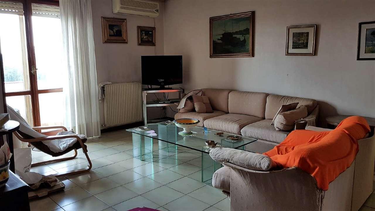 Appartamento da ristrutturare in vendita Rif. 7018741
