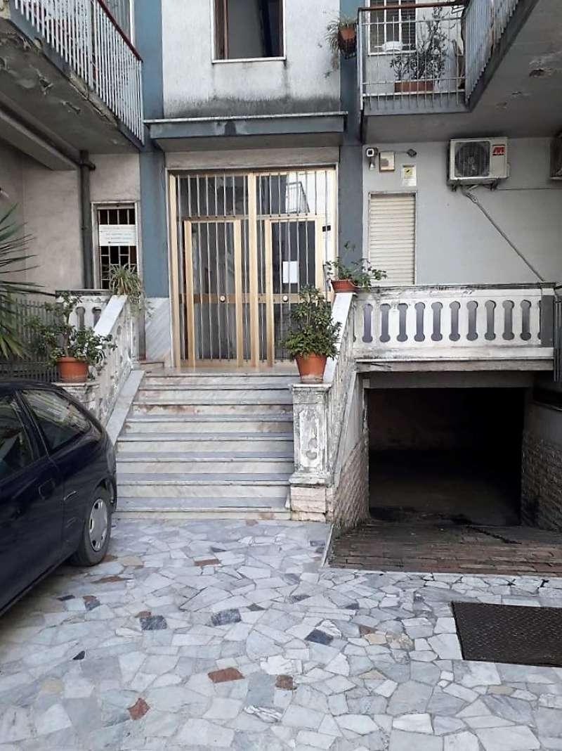 Appartamento in discrete condizioni in vendita Rif. 7760636