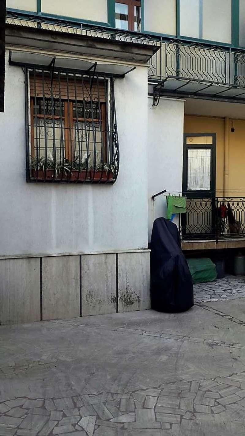 Appartamento in discrete condizioni in vendita Rif. 9099273