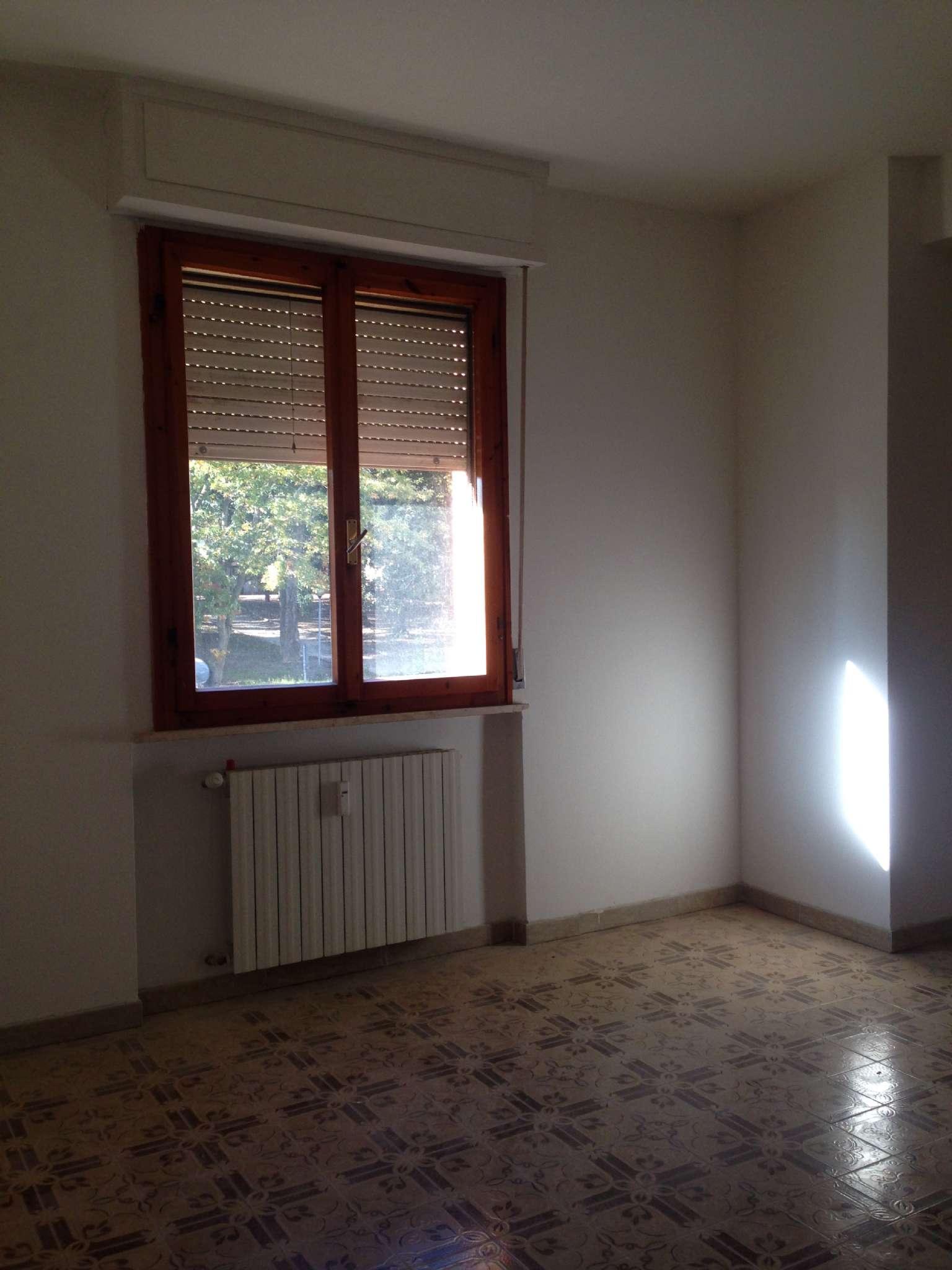 Appartamento in buone condizioni in affitto Rif. 8778661