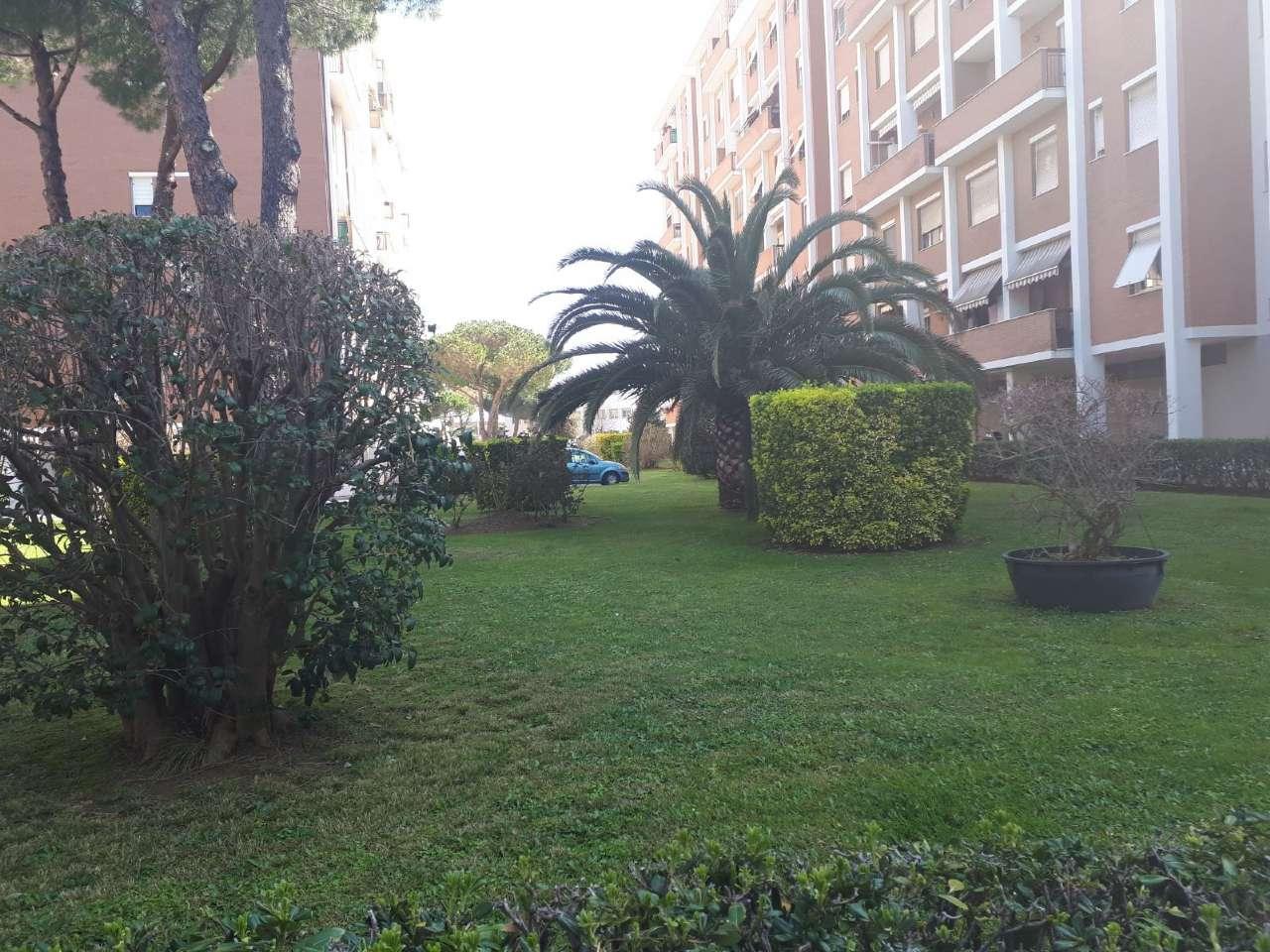 Appartamento in buone condizioni in vendita Rif. 9308412