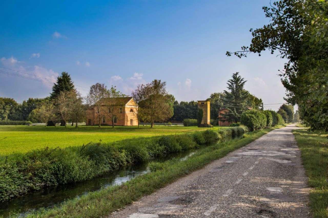 Azienda Agricola in vendita a Ozzero, 50 locali, Trattative riservate   CambioCasa.it