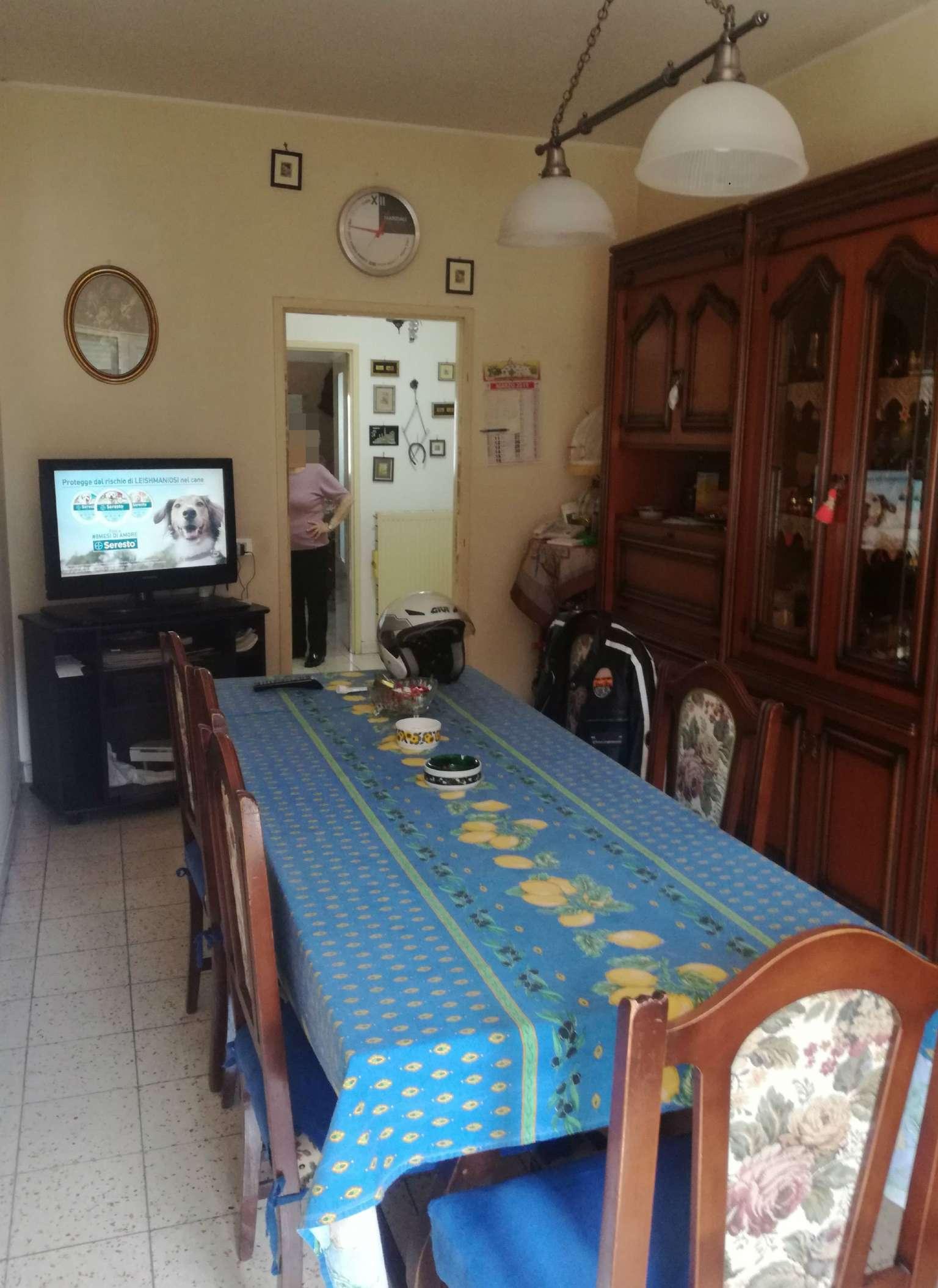 Appartamento in vendita a Roma, 5 locali, zona Zona: 21 . Laurentina, prezzo € 160.000   CambioCasa.it