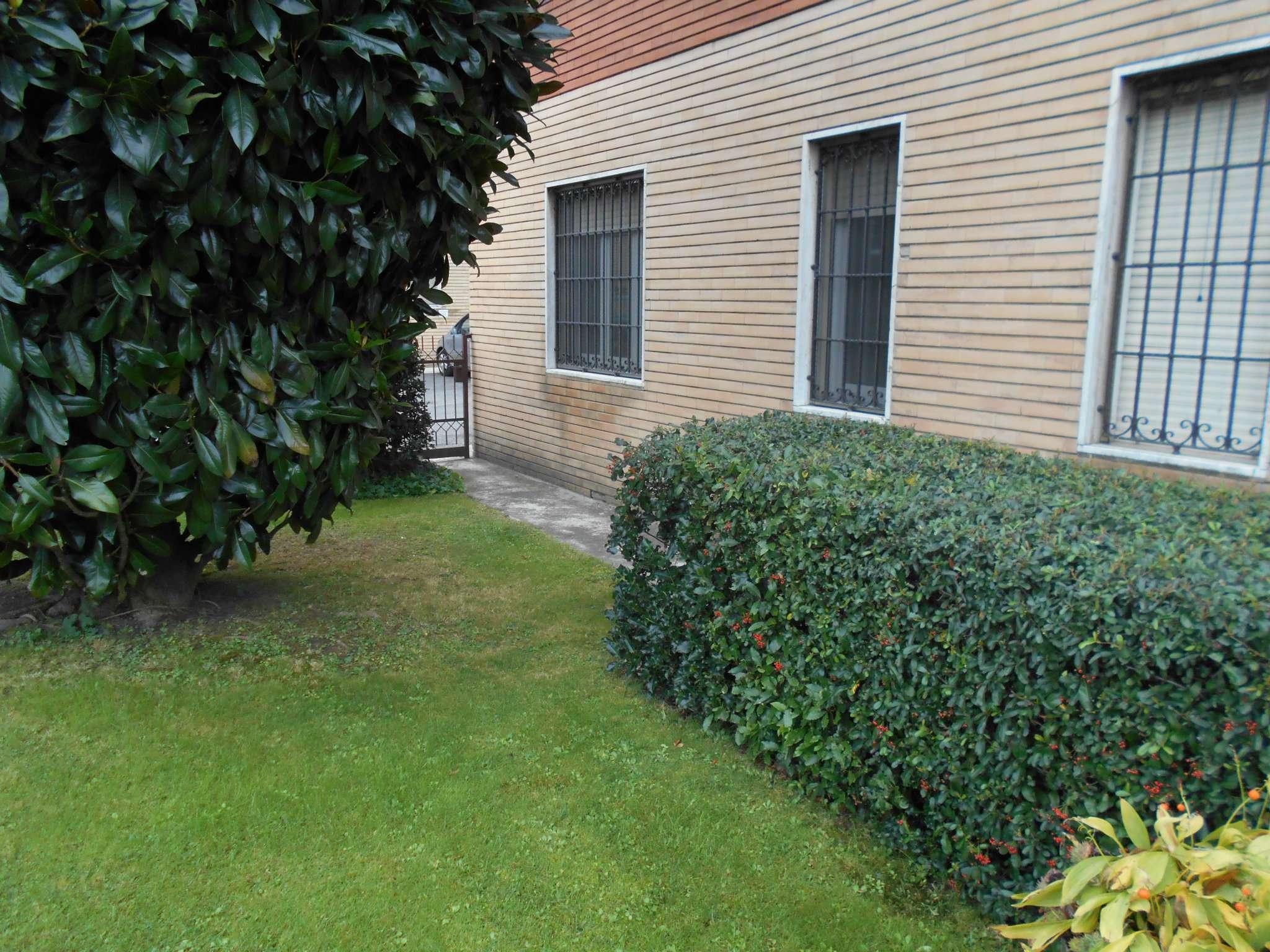 Stanza / posto letto in buone condizioni in affitto Rif. 7706780