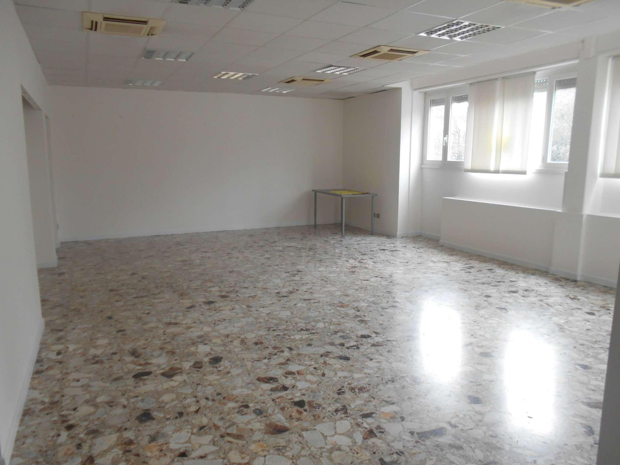 Ufficio / Studio in affitto a Pavia, 1 locali, prezzo € 900 | CambioCasa.it