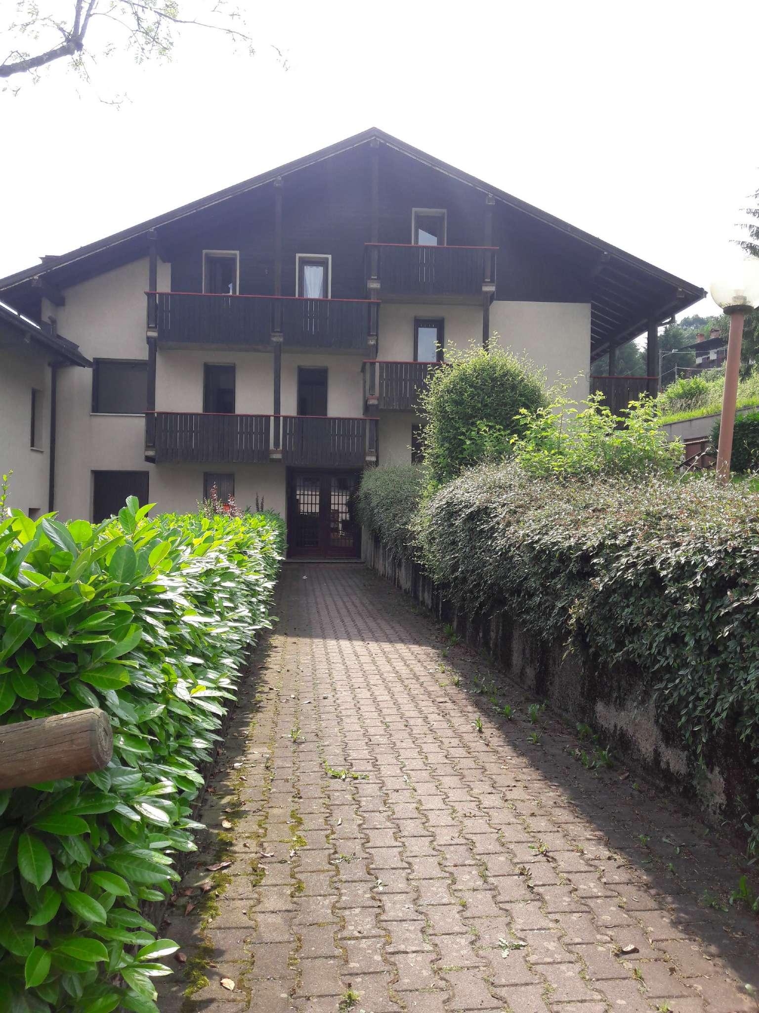 Appartamento in buone condizioni arredato in vendita Rif. 7005271