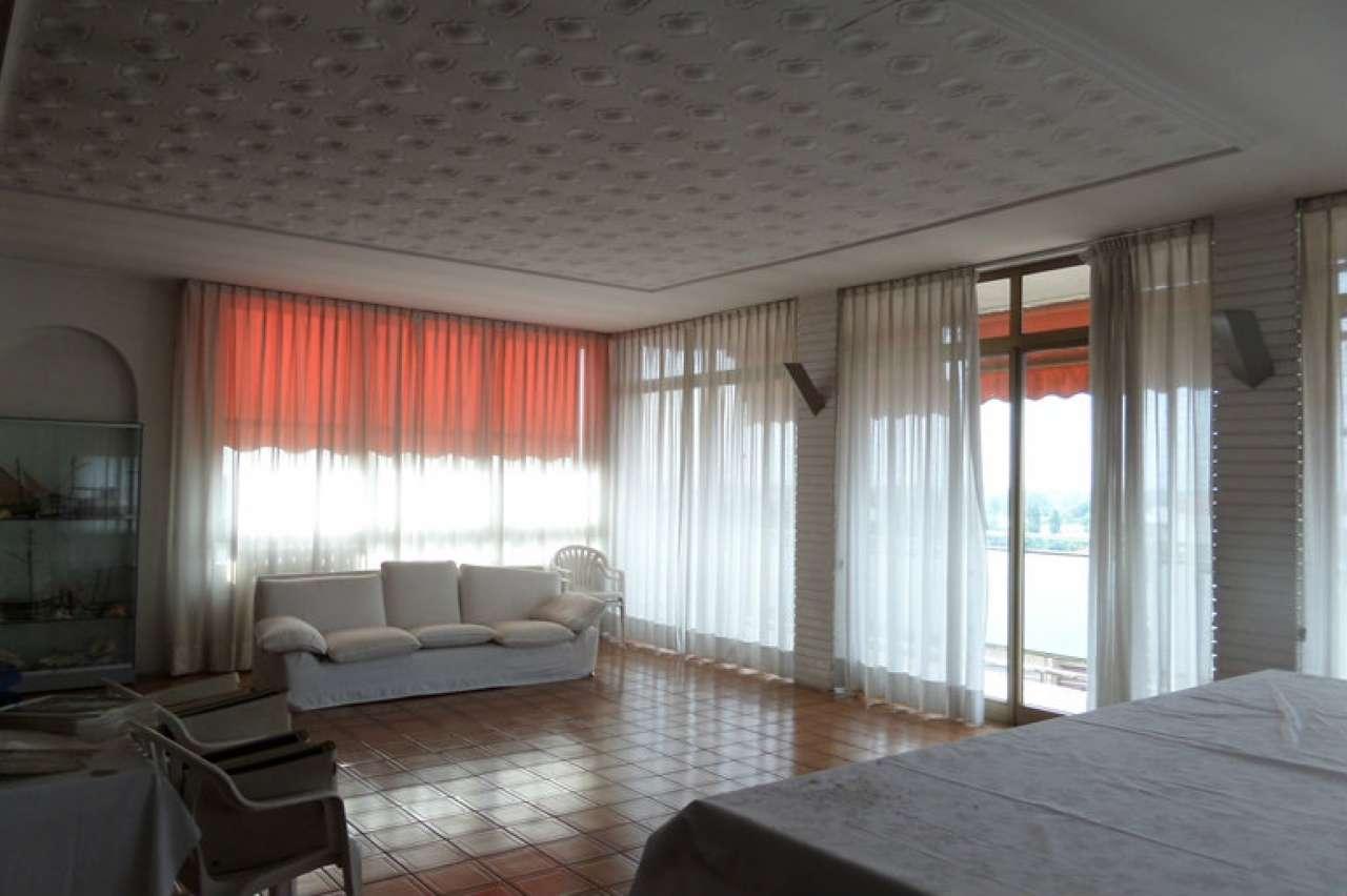 Attico / Mansarda in affitto a Peschiera Borromeo, 5 locali, prezzo € 1.700 | CambioCasa.it