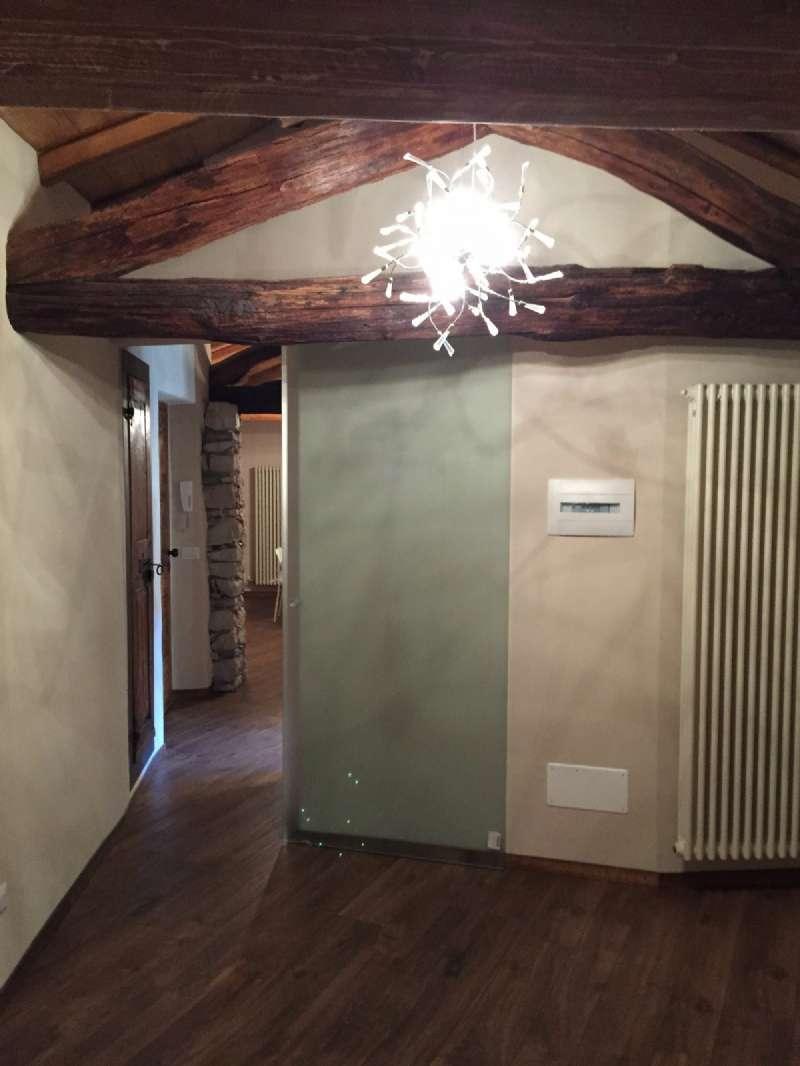 Attico / Mansarda in affitto a Besano, 2 locali, prezzo € 650 | CambioCasa.it