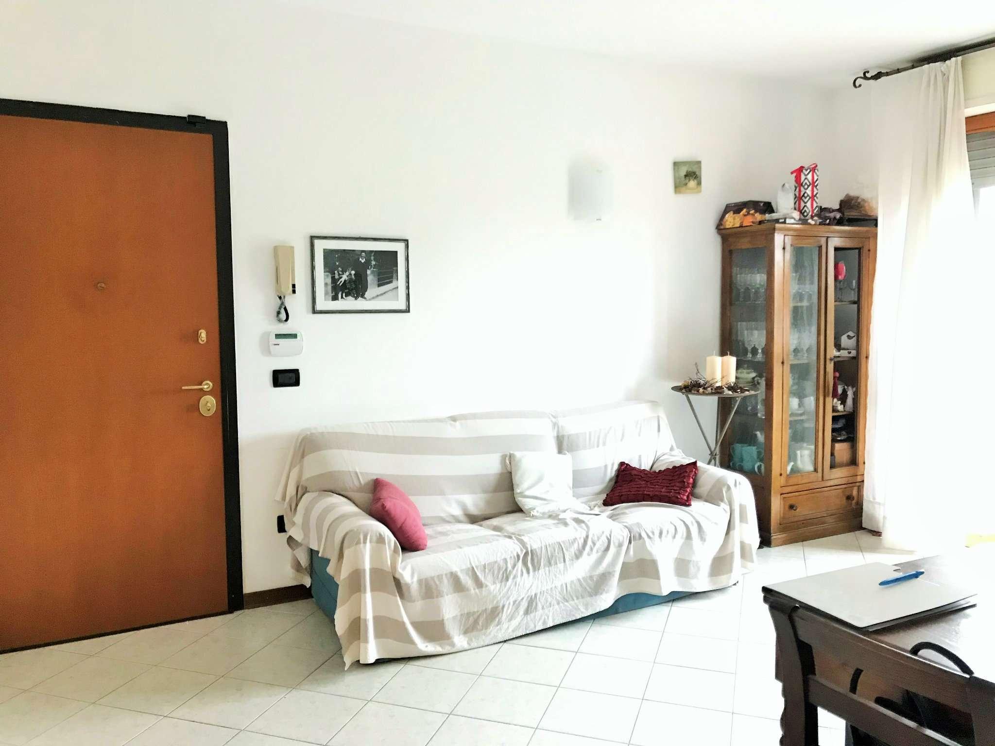 Appartamento in buone condizioni in vendita Rif. 9291700