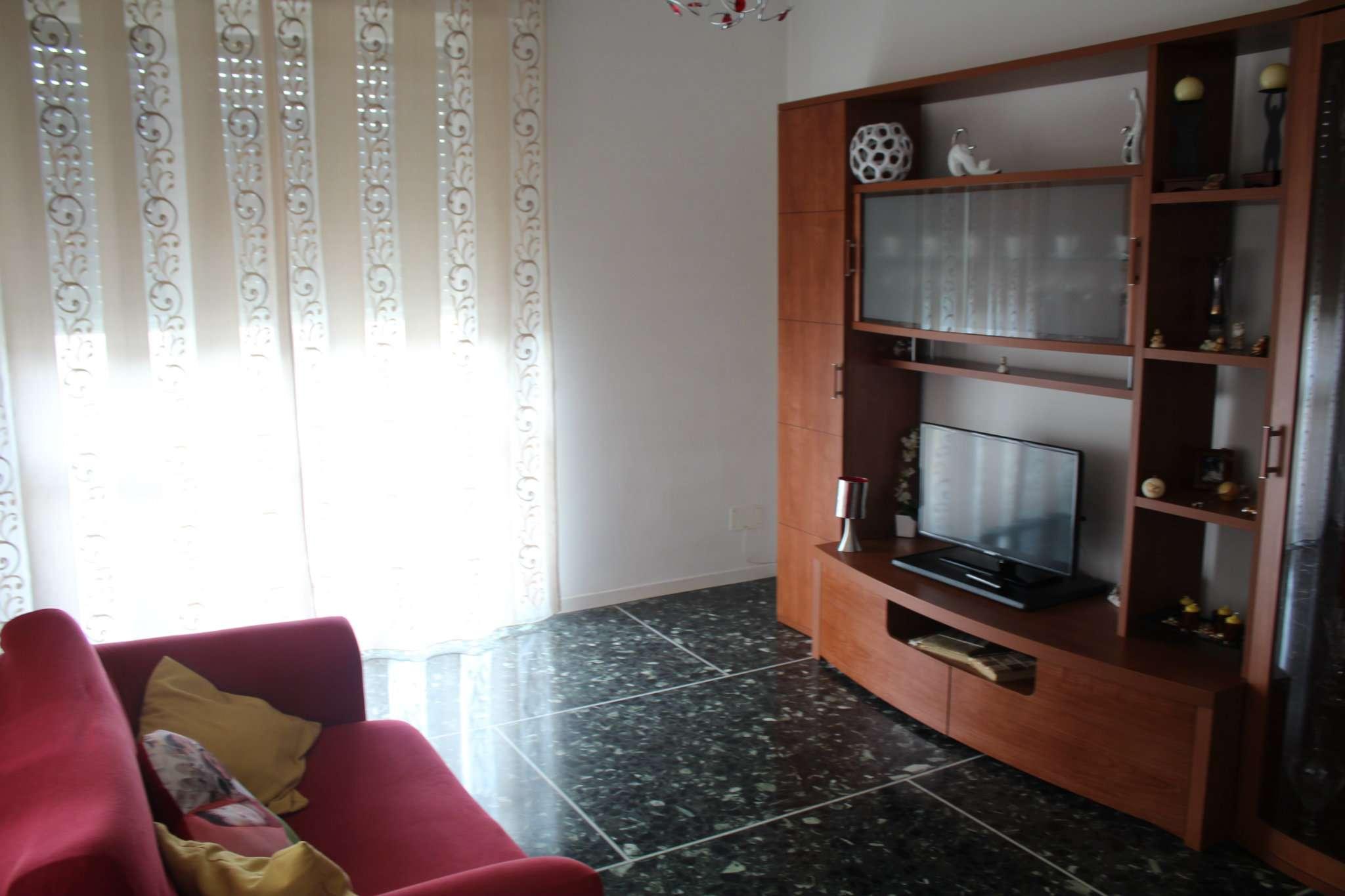 Appartamento in buone condizioni in affitto Rif. 7452498