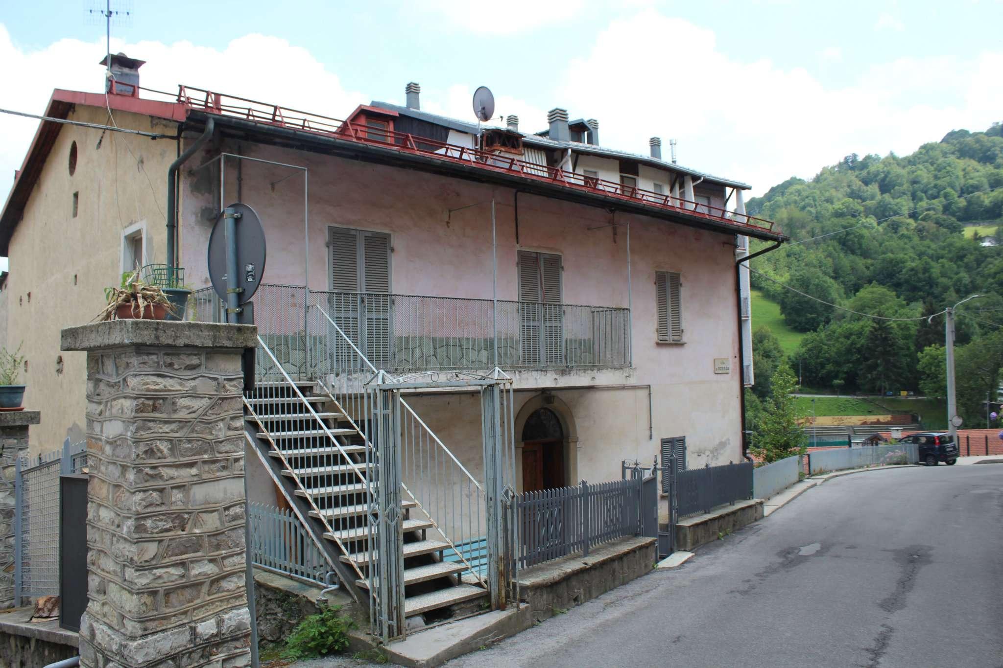 Appartamento in buone condizioni parzialmente arredato in vendita Rif. 7736805