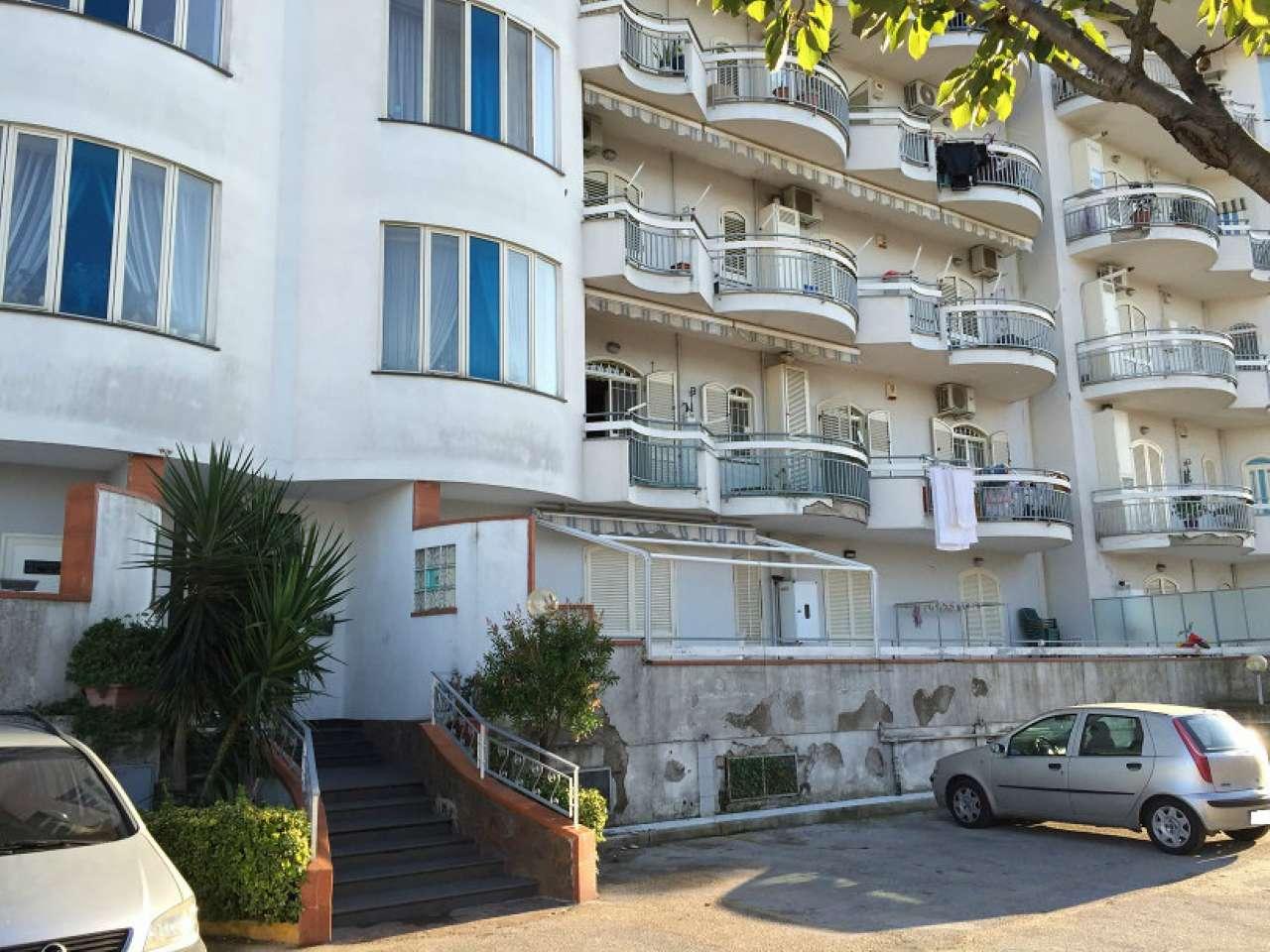 Appartamento in buone condizioni in vendita Rif. 5238362