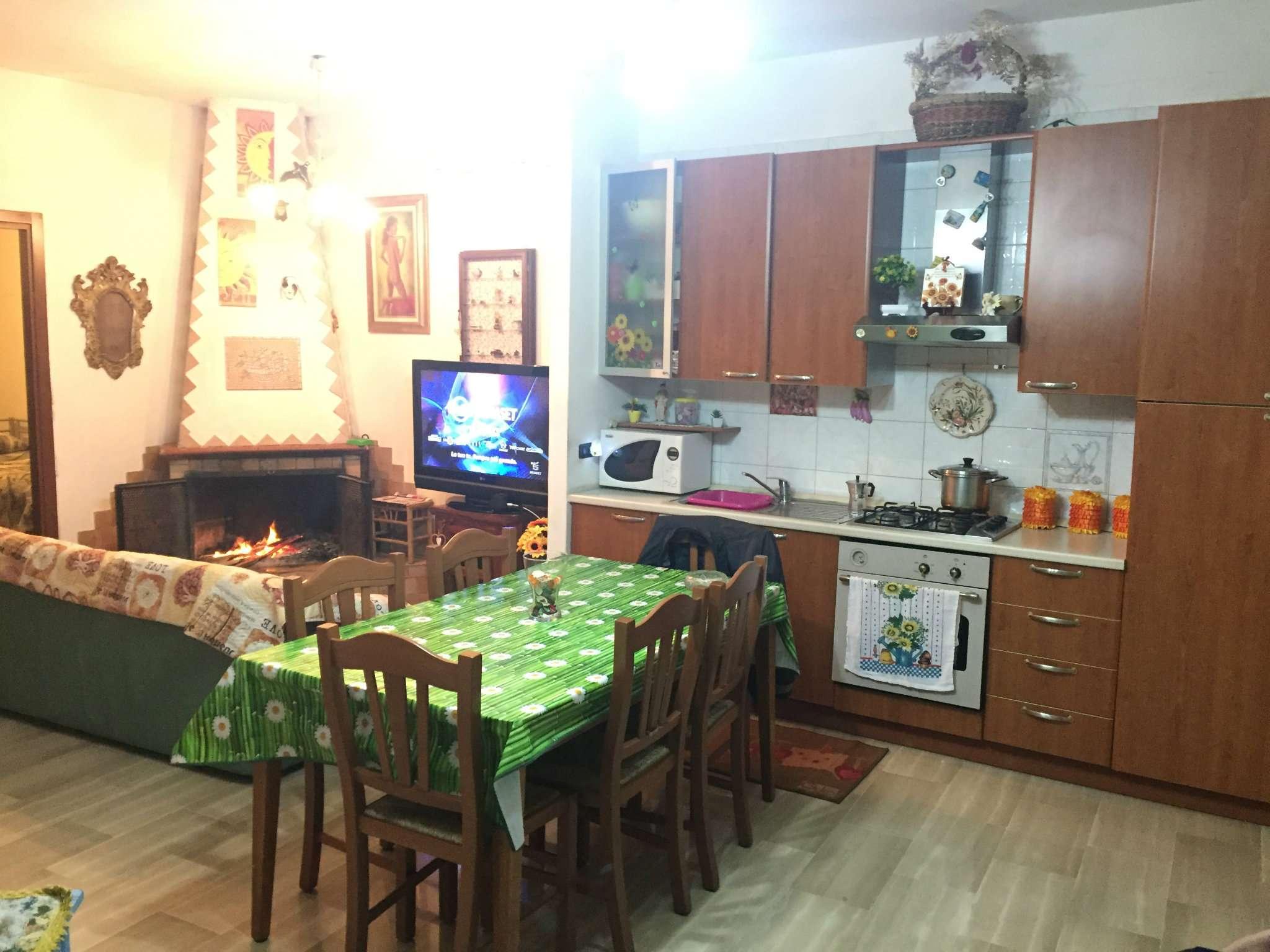 Appartamento in buone condizioni in vendita Rif. 5238379