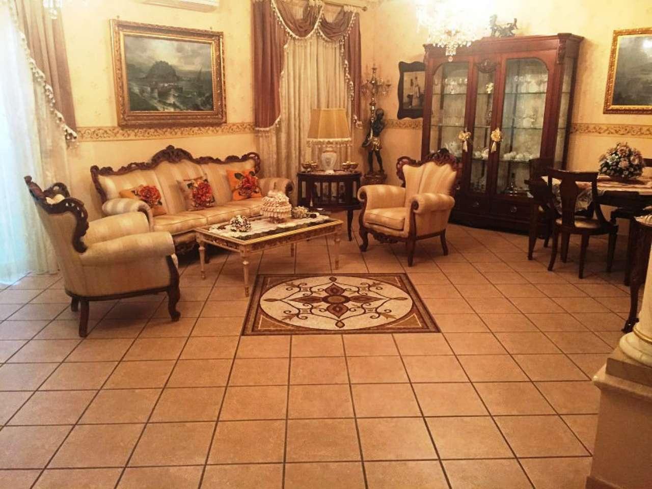 Appartamento in ottime condizioni in vendita Rif. 7061806