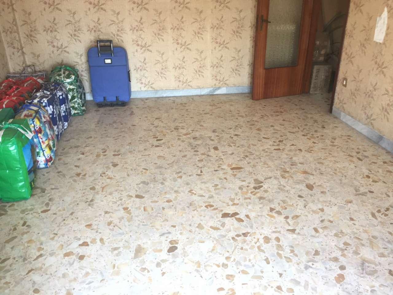 Appartamento in discrete condizioni in vendita Rif. 7386445