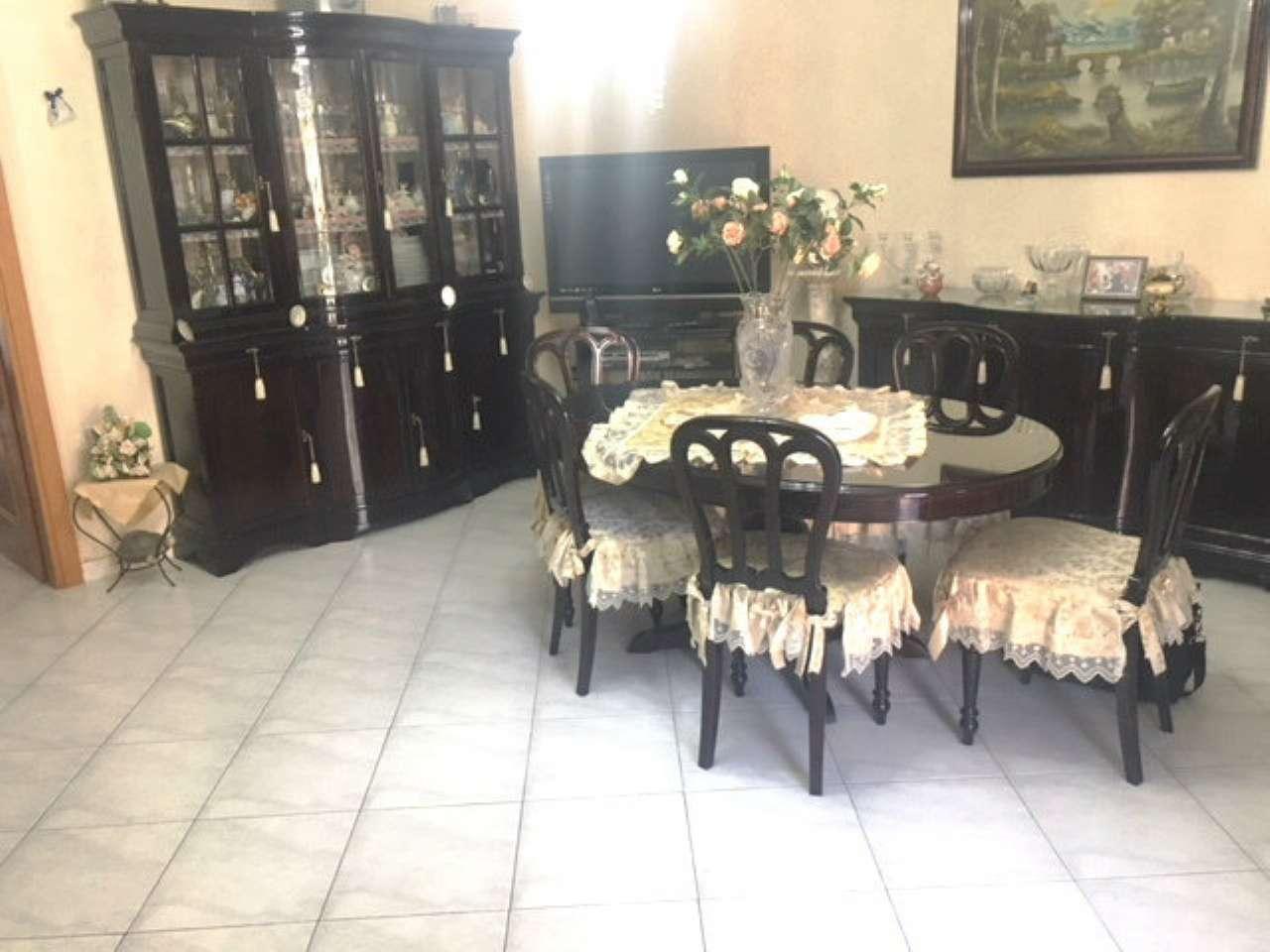 Appartamento in buone condizioni in vendita Rif. 7892680
