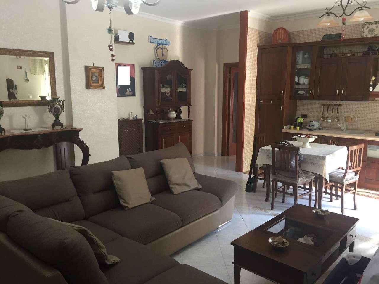 Appartamento in buone condizioni in vendita Rif. 8373392