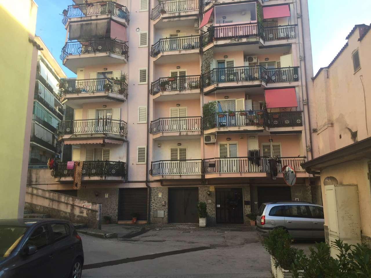Appartamento in buone condizioni in vendita Rif. 8578615