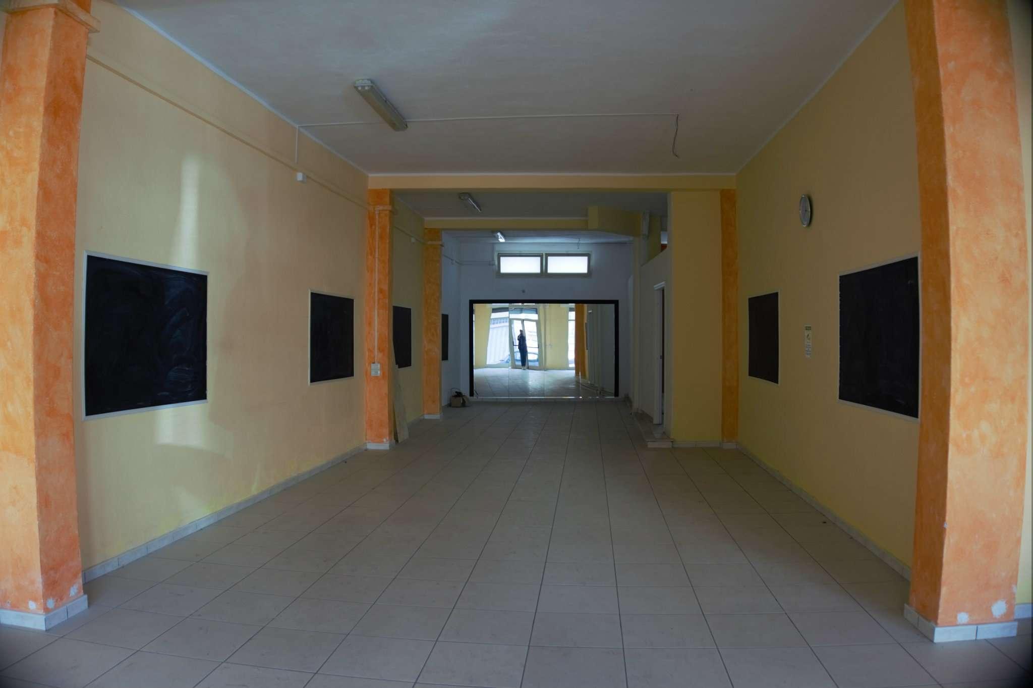 Ampio locale commerciale  P.ssi Viale Colombo