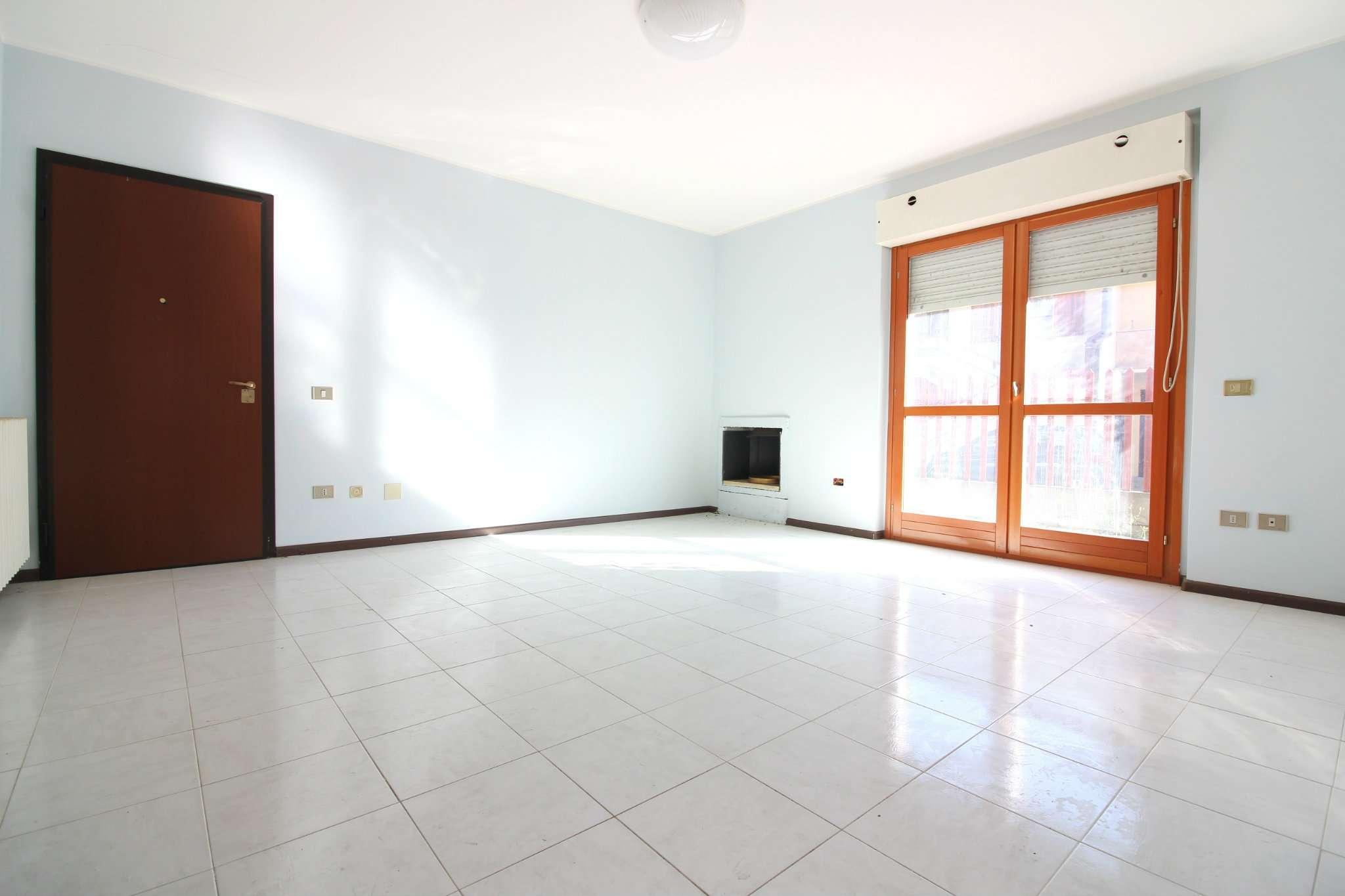 Appartamento in buone condizioni parzialmente arredato in vendita Rif. 9197110