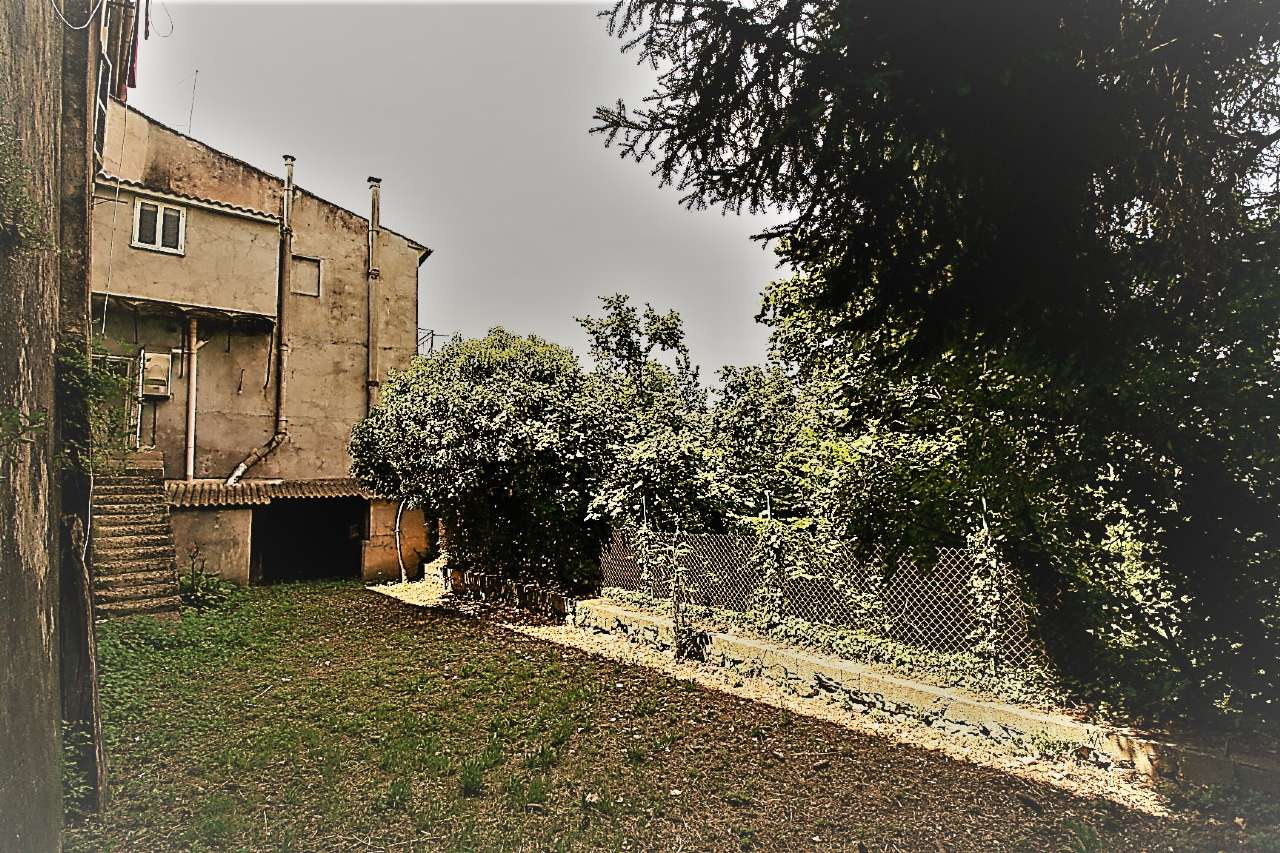 Palazzo / Stabile in vendita a Torri in Sabina, 10 locali, prezzo € 99.000   CambioCasa.it