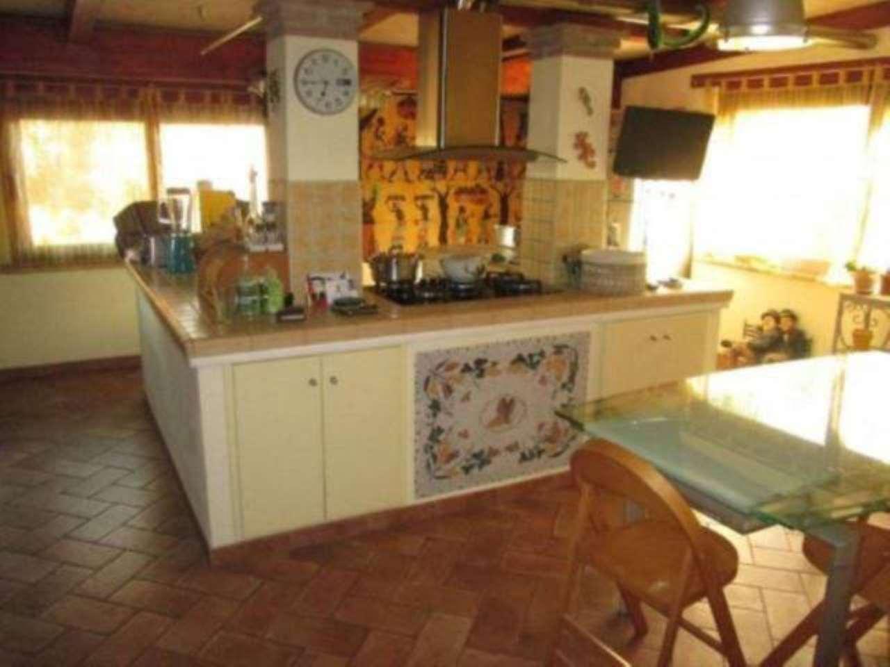 Villa in vendita a Anguillara Sabazia, 4 locali, prezzo € 360.000 | CambioCasa.it
