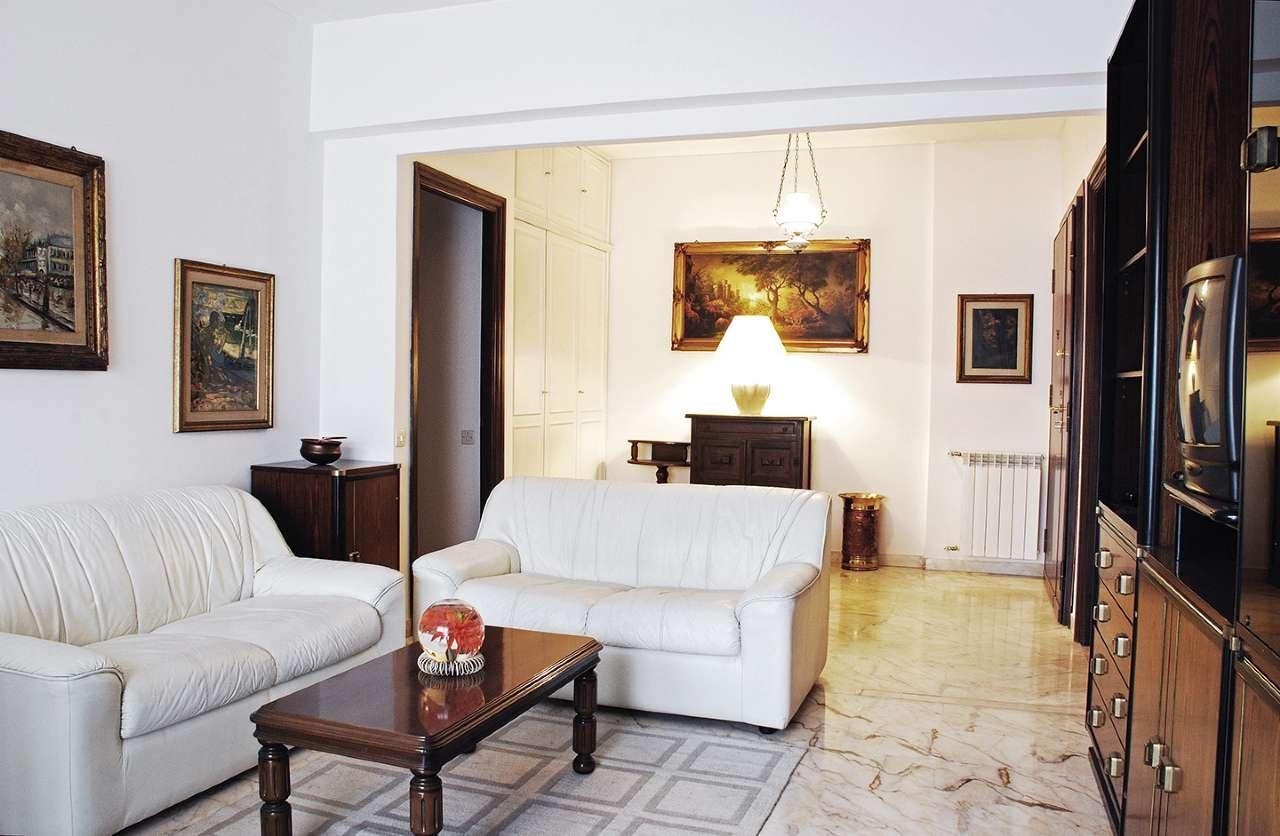 Appartamento in vendita a Roma, 4 locali, zona Zona: 25 . Trastevere - Testaccio, prezzo € 470.000 | CambioCasa.it