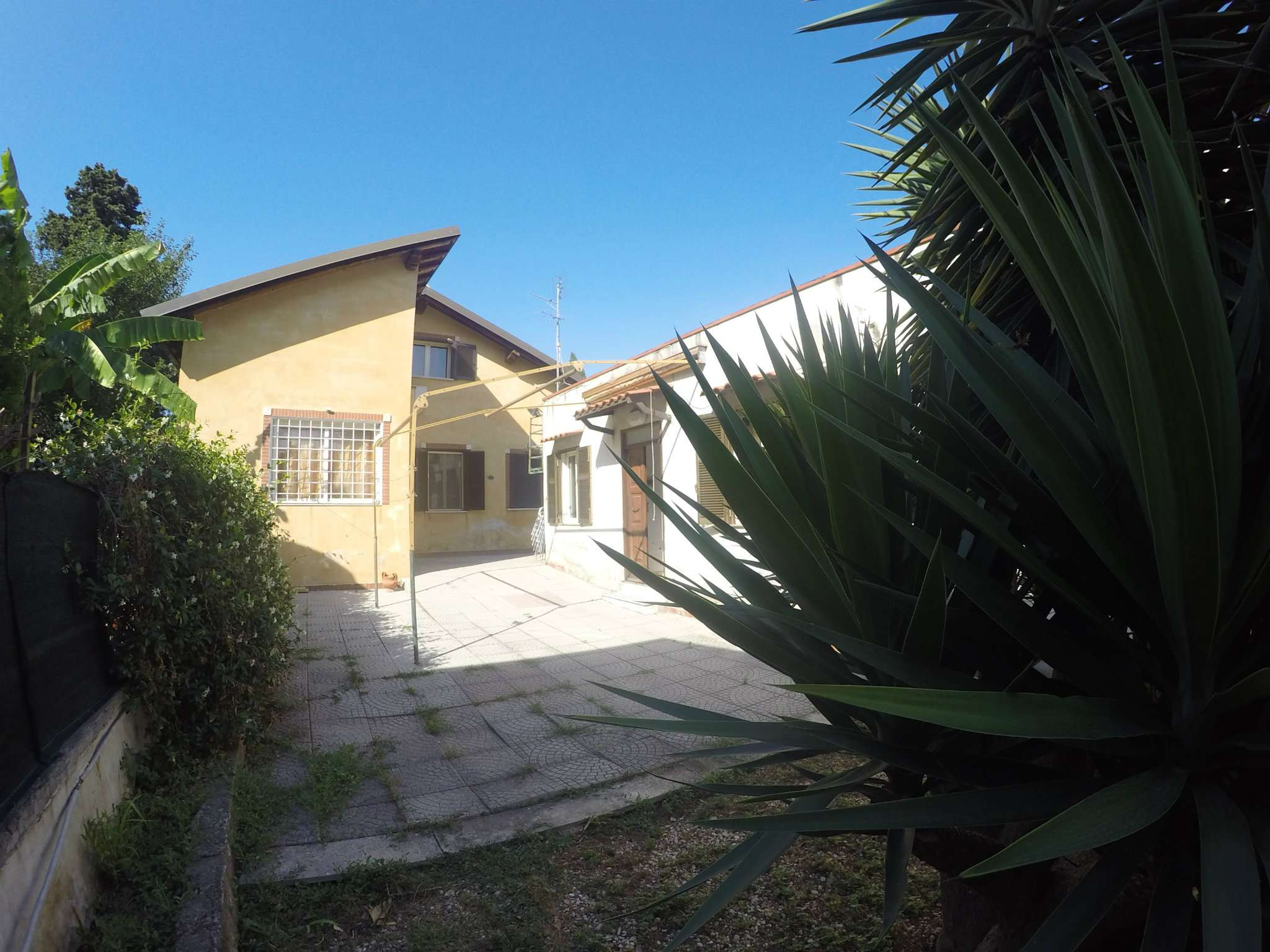 Villa Bifamiliare in vendita a Roma, 6 locali, zona Zona: 16 . Appia nuova - Alberone - Colli Albani, prezzo € 529.000 | CambioCasa.it