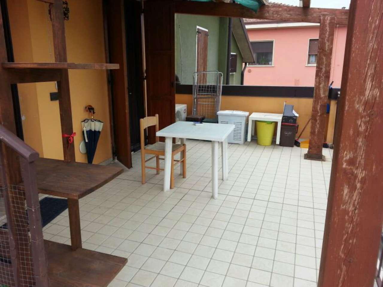 Appartamento in vendita a Montichiari, 3 locali, prezzo € 80.000   CambioCasa.it
