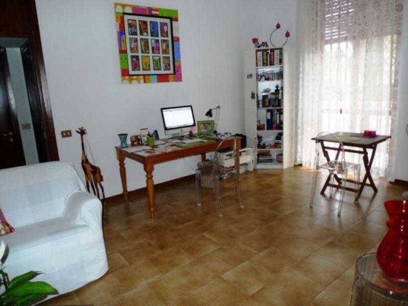 Appartamento in buone condizioni arredato in affitto Rif. 8468836