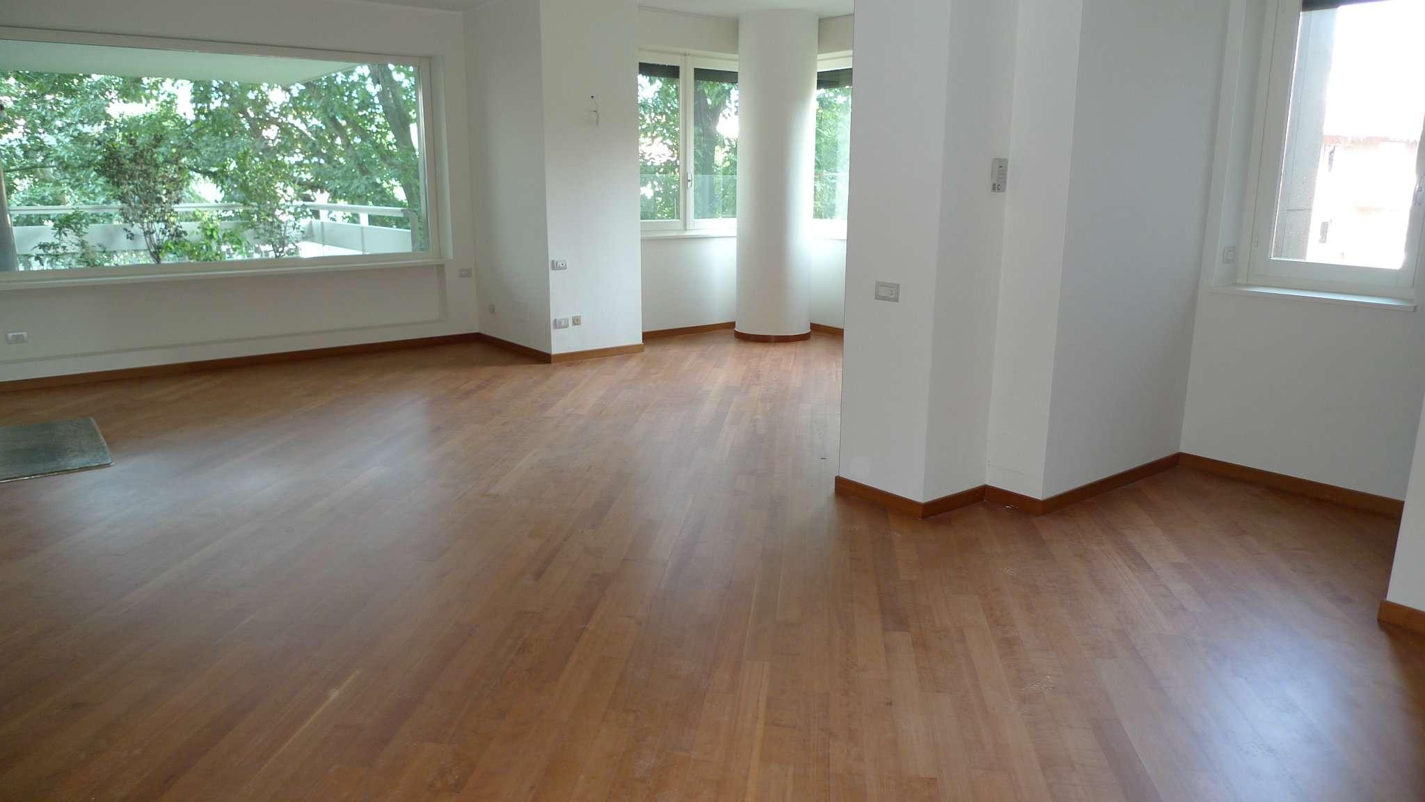 Appartamento in ottime condizioni parzialmente arredato in affitto Rif. 9162702
