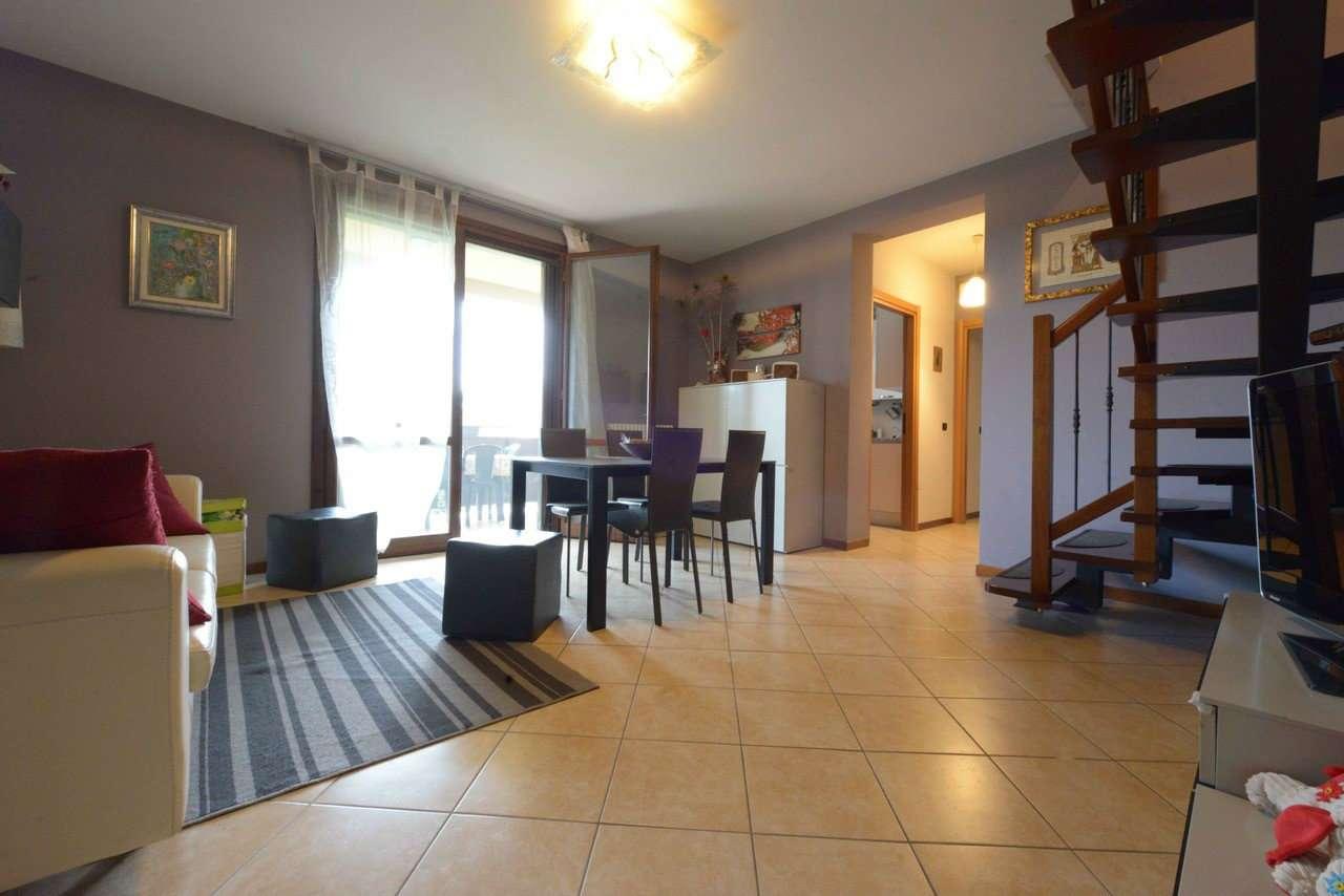 Appartamento in ottime condizioni in vendita Rif. 6495278