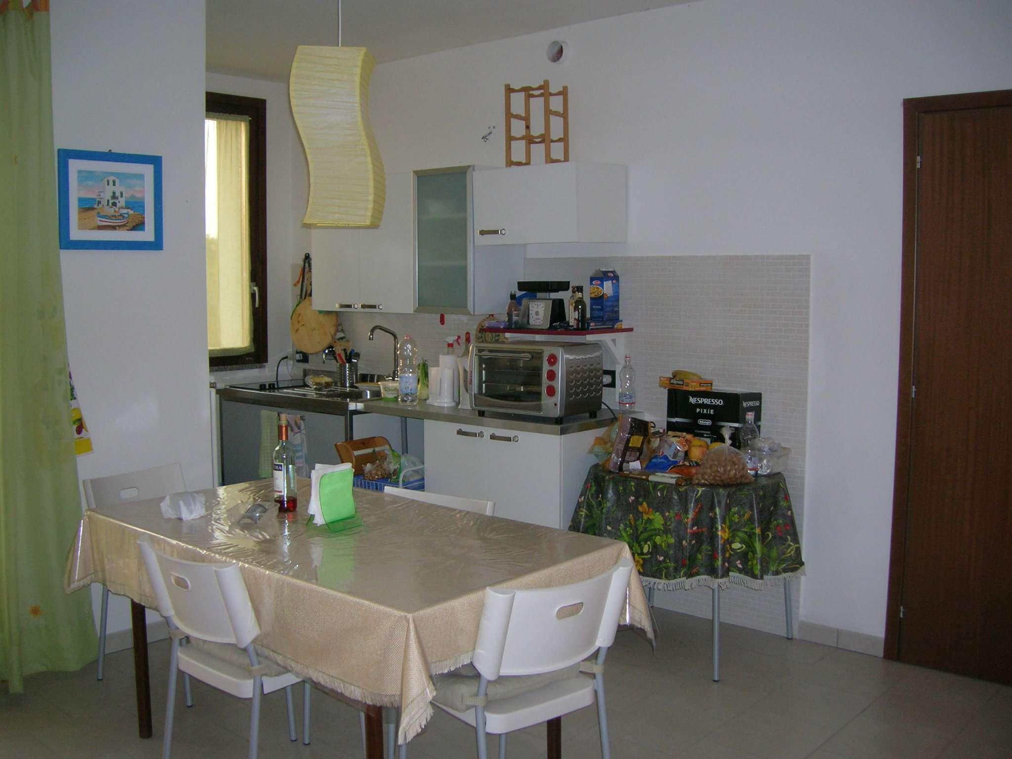 Appartamento in buone condizioni parzialmente arredato in vendita Rif. 6953101